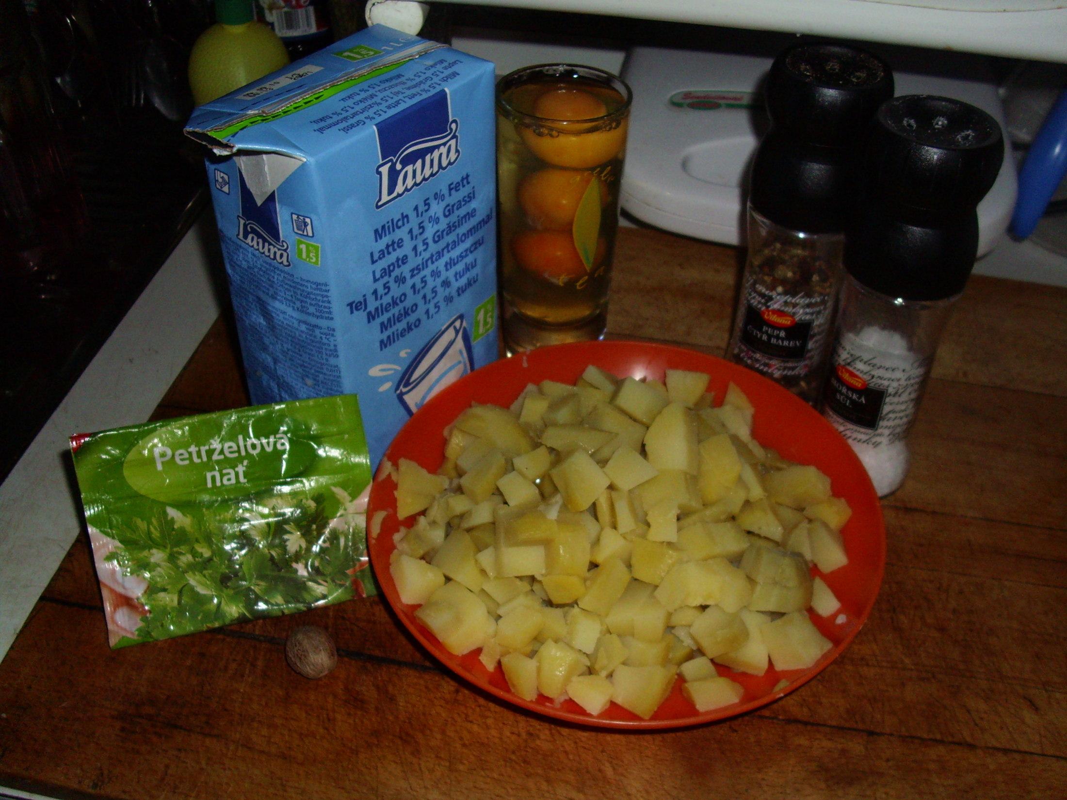 Recept Hustá květáková polévka s vejci a brambory - přidáme brambory a kmín