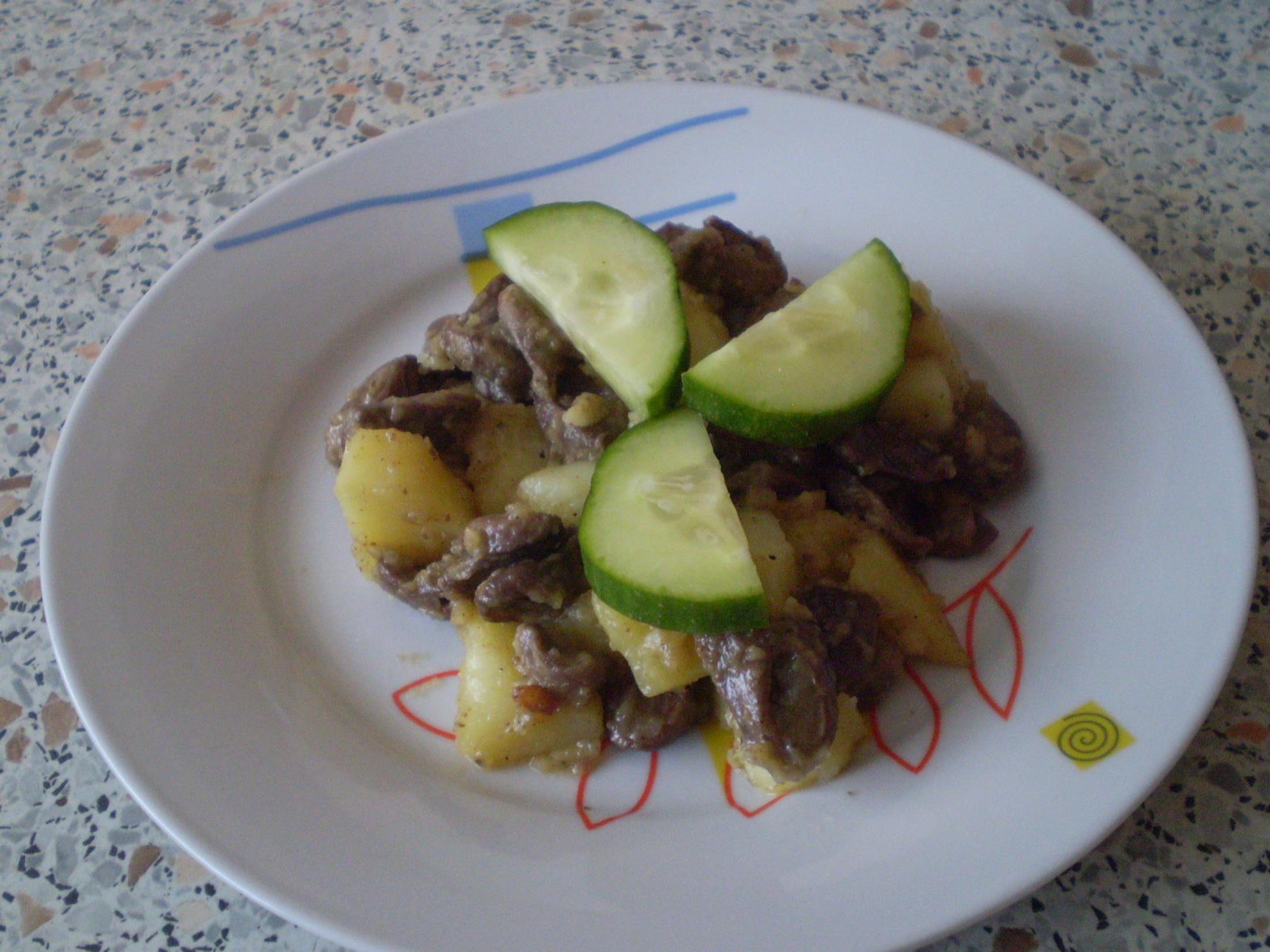 Pánev s brambory a kuřecími srdíčky