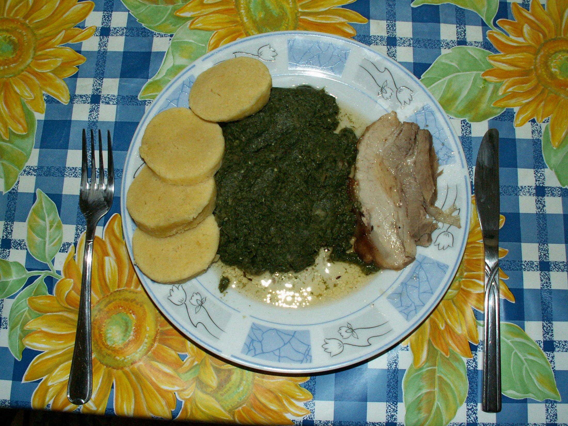 Recept Bramborový knedlík - Potvrzuji, že tento knedlík je nejlepší podávat se špenátem a pečeným masem.