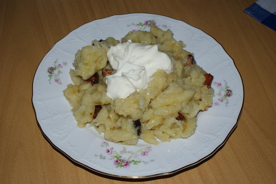Recept Pravé slovenské halušky s bryndzou a slaninou - Halušky s bryndzou a slaninou.