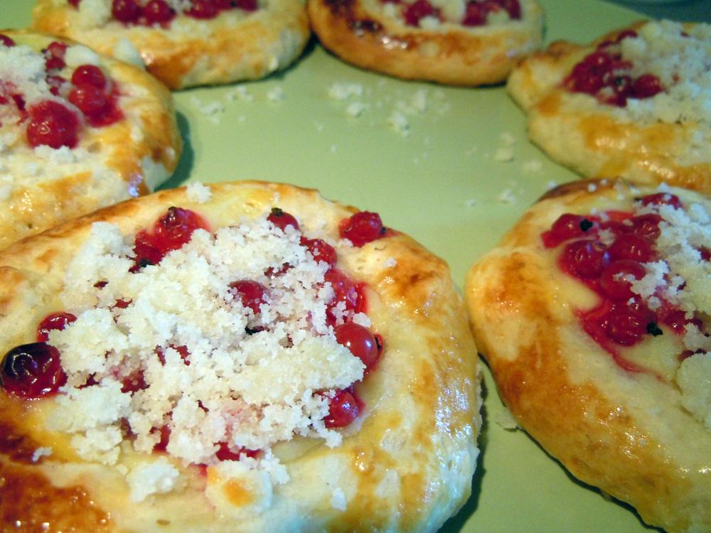 Recept Moravské kynuté koláče - koláče s pudinkem a rybízem.
