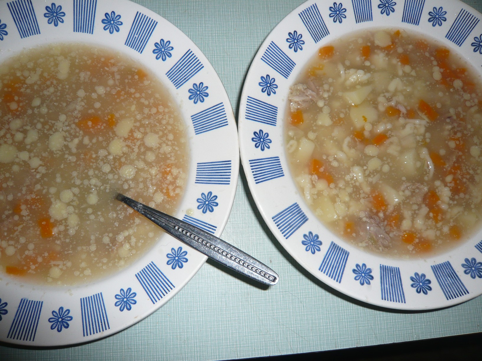Drůbeží polévka s haluškami z pohanky