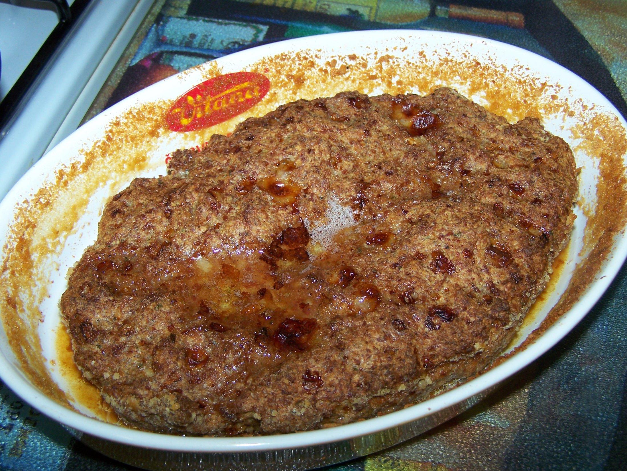 Recept Sekaná - Pro urychlení pečení můžeme připravenou sekanou pouze rozprostřít do zapékací misky.