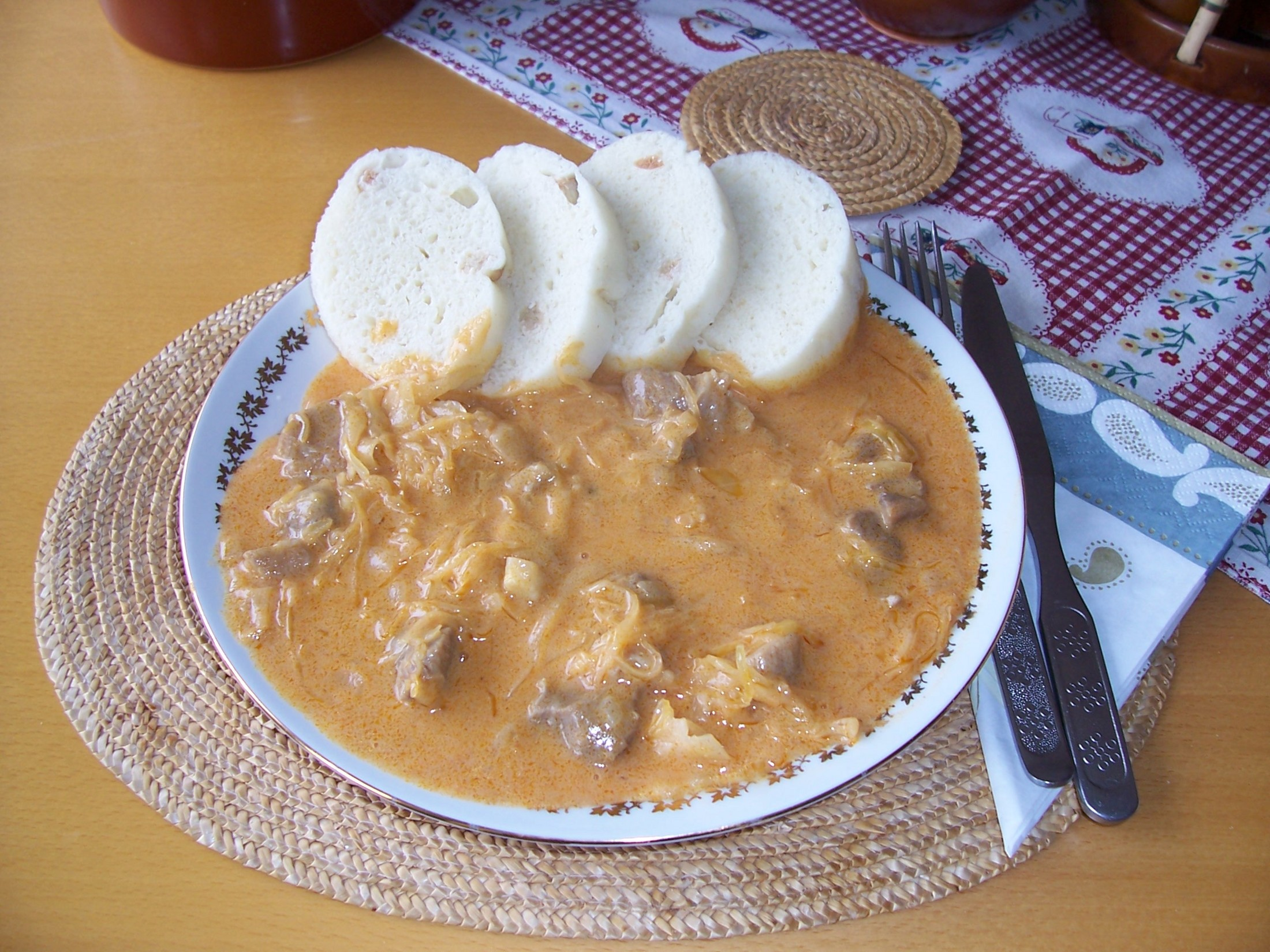 Recept Segedínský guláš - Gulášek s rozumnou porcí knedlíků.