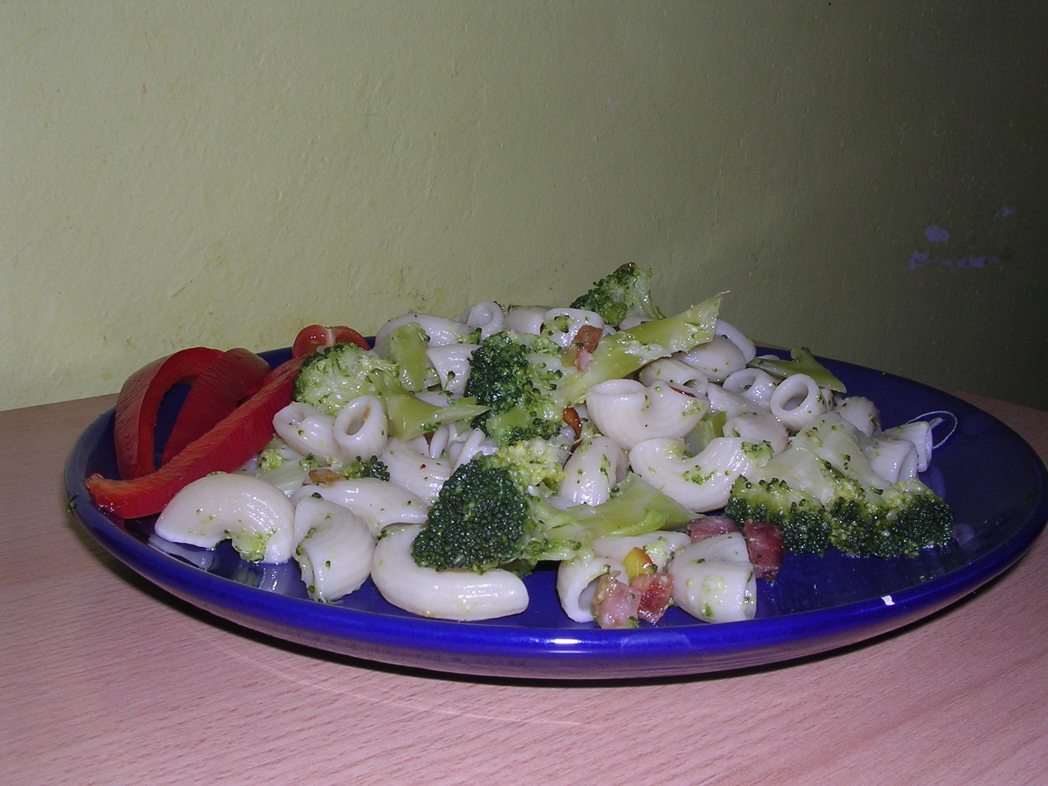 Těstoviny s brokolicí 1