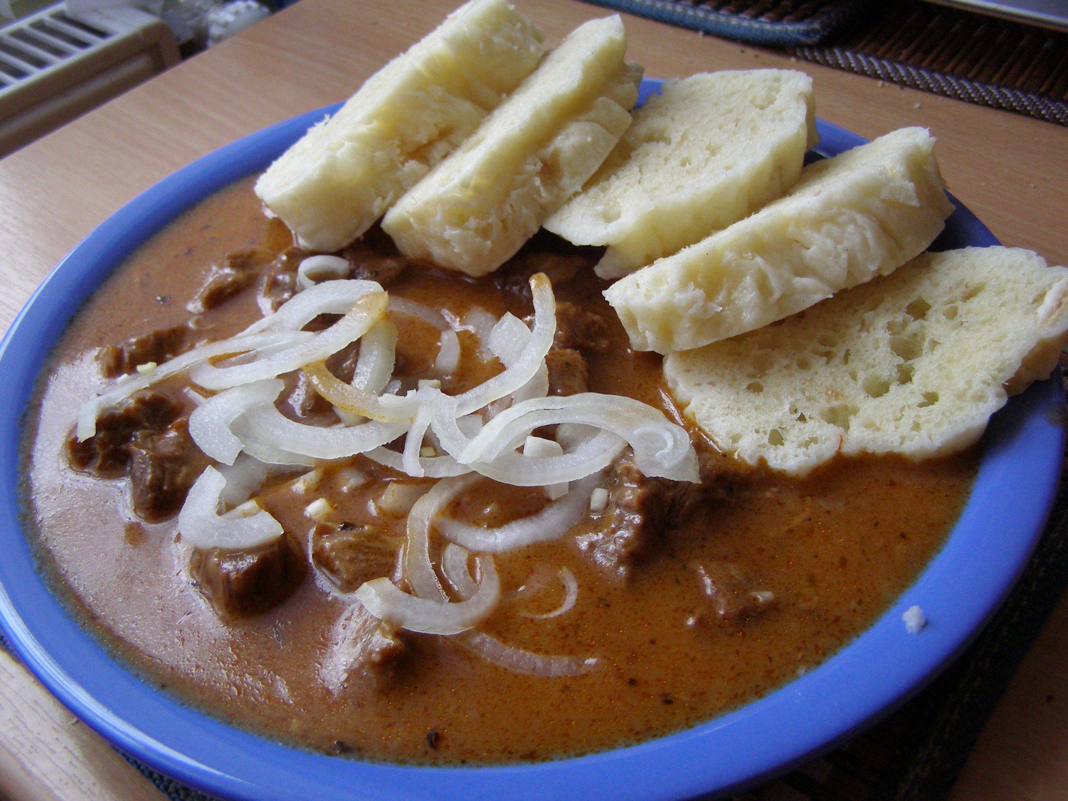 Recept Hovězí guláš - Hovězí guláš byl vynikající.