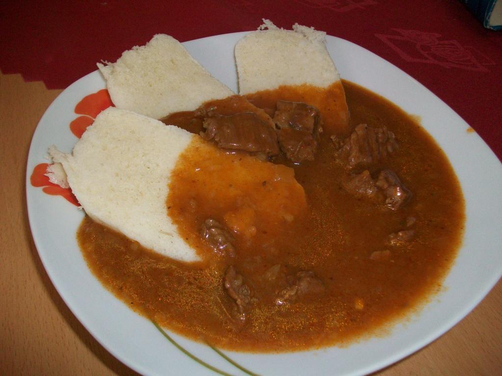 Recept Hovězí guláš - Hovězí gulášek s knedlíkem.