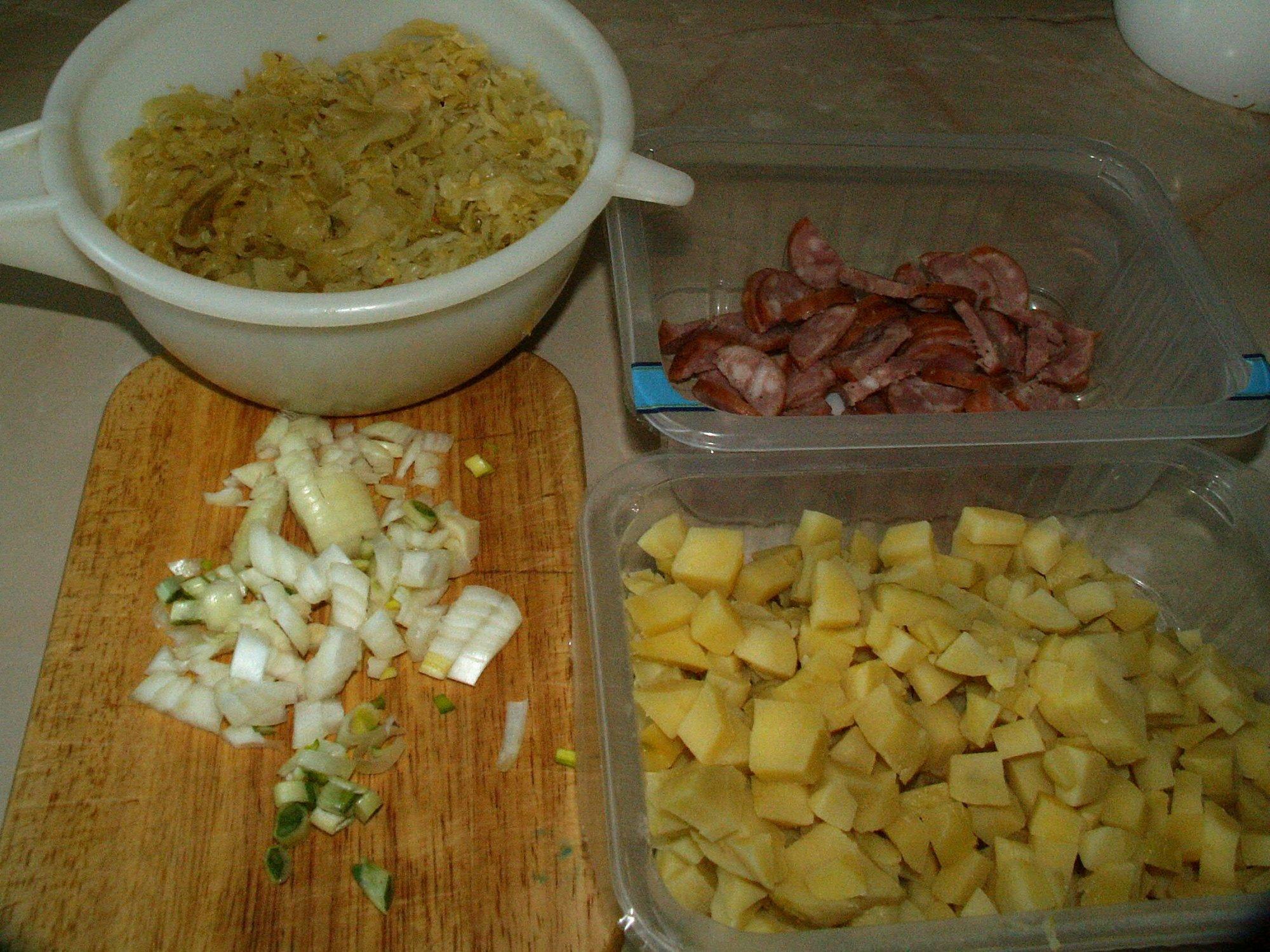 Recept Zelňačka s klobásou - Vše na polévku připraveno.