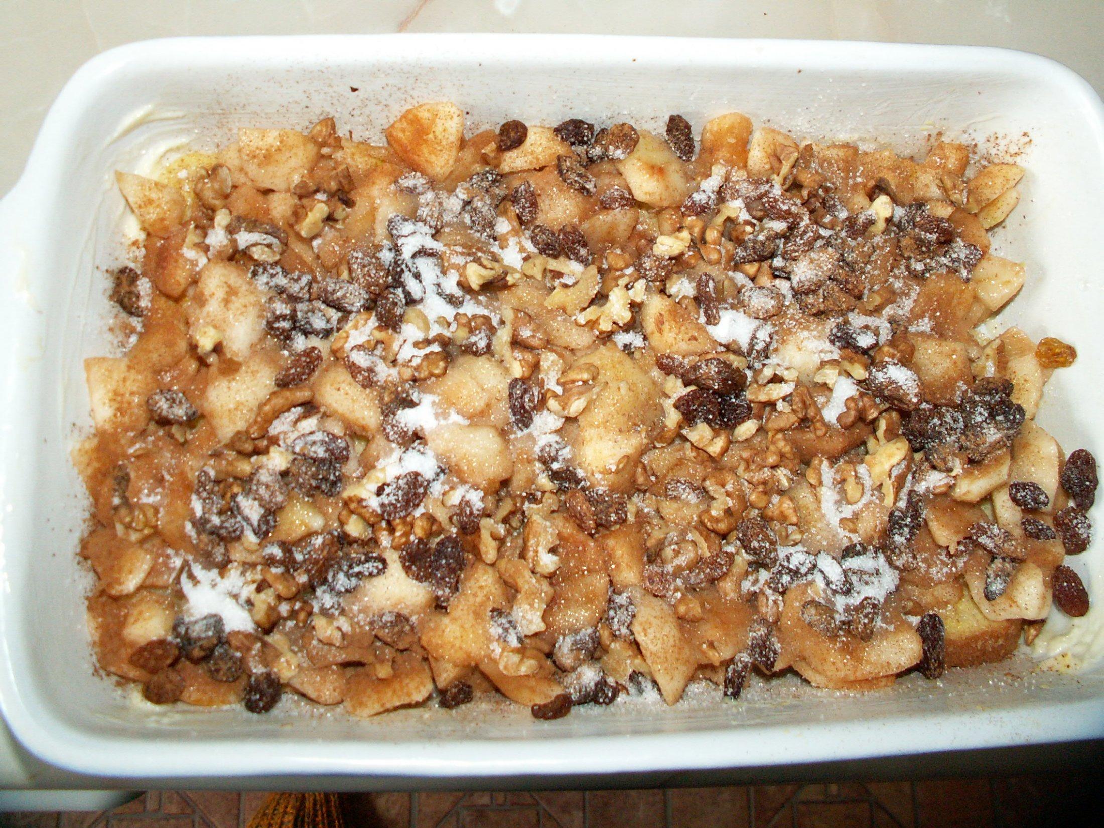 Recept Žemlovka - O tvaroh jsem žemlovku ošidila. Navíc jsem dala nasekané vlašáky.