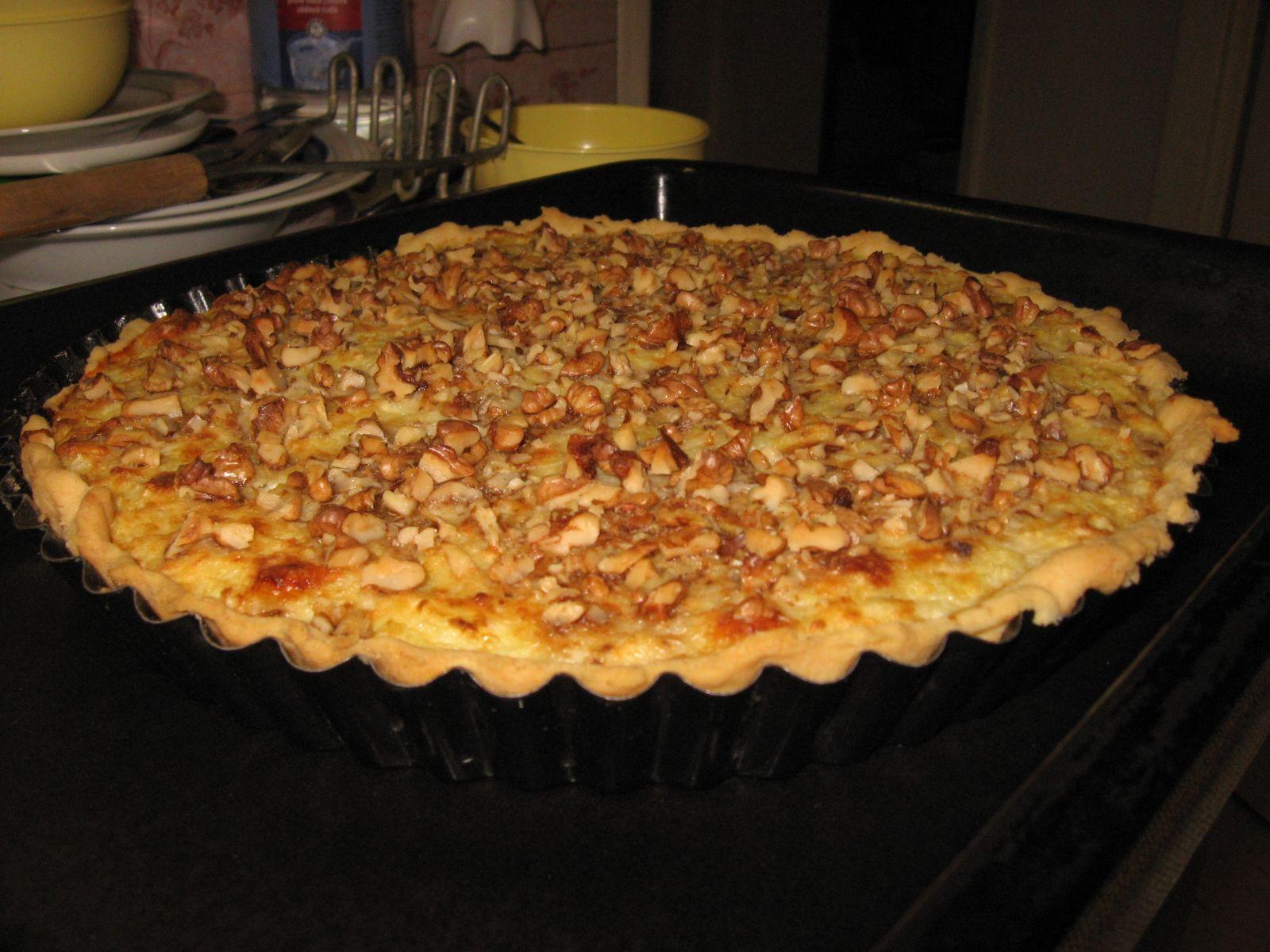 Recept Cibulový koláč s ořechy - Takhle to dopadlo, když jsem jej zkusila upéct.