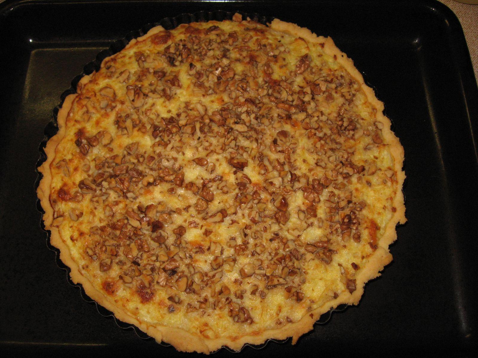 Recept Cibulový koláč s ořechy - Cibulový koláč s ořechy.