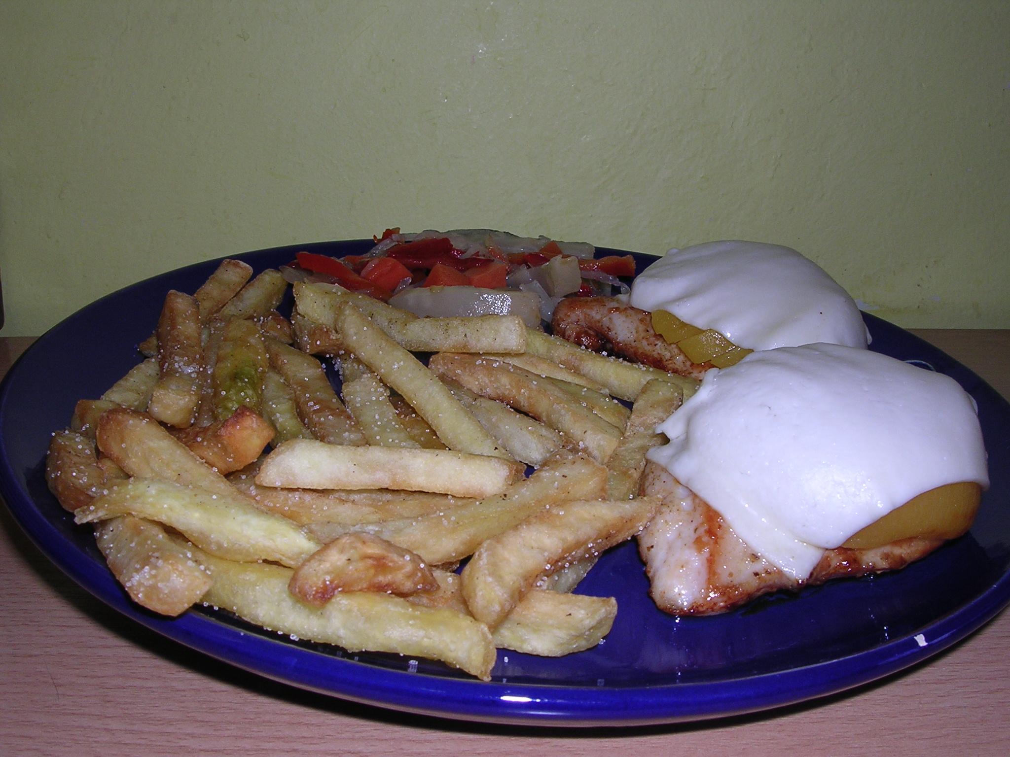 Fotografie receptu: Kuřecí prsa s broskví a sýrem
