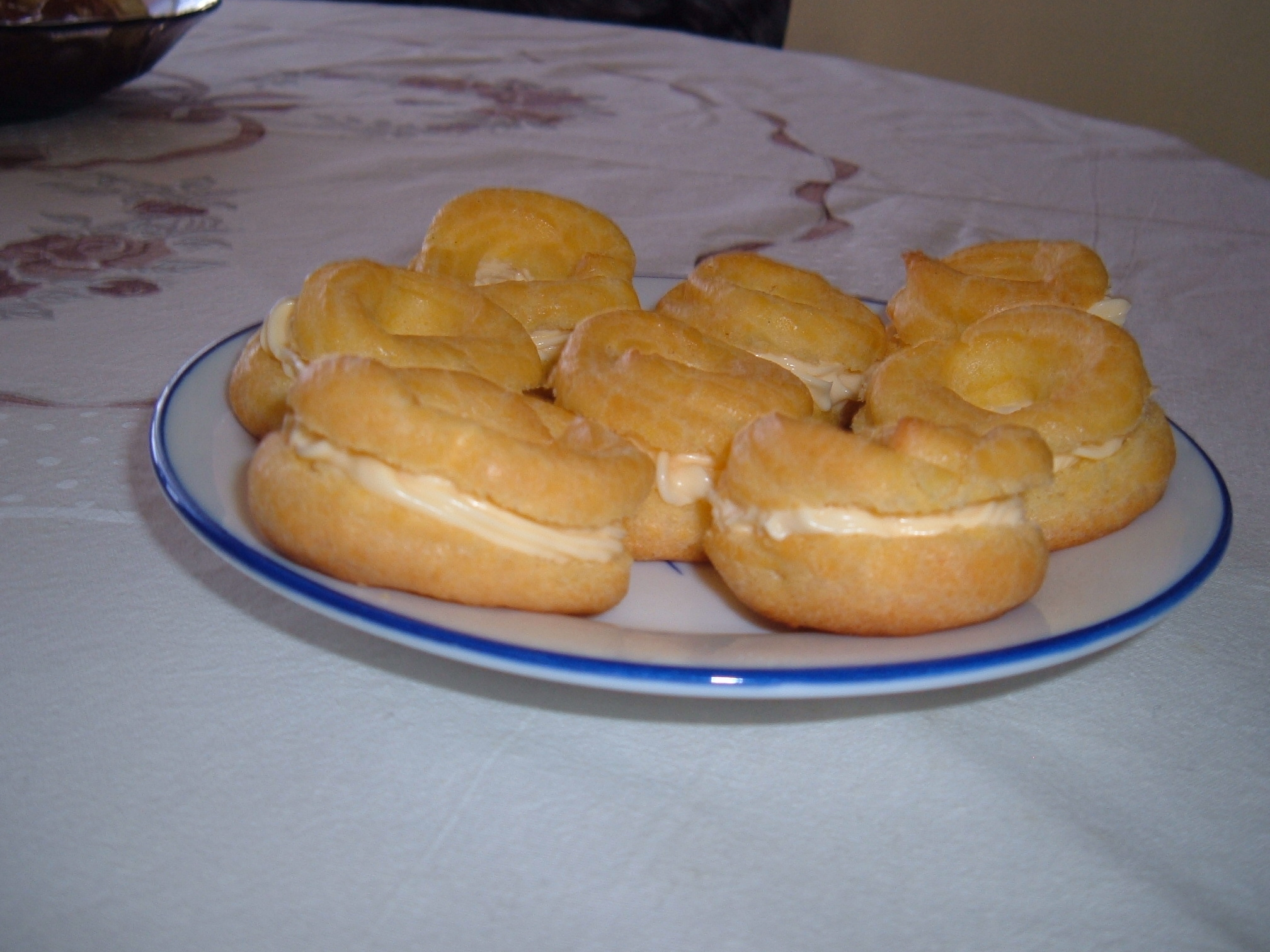 Recept Věnečky z odpalovaného těsta - Věnečky z boku.