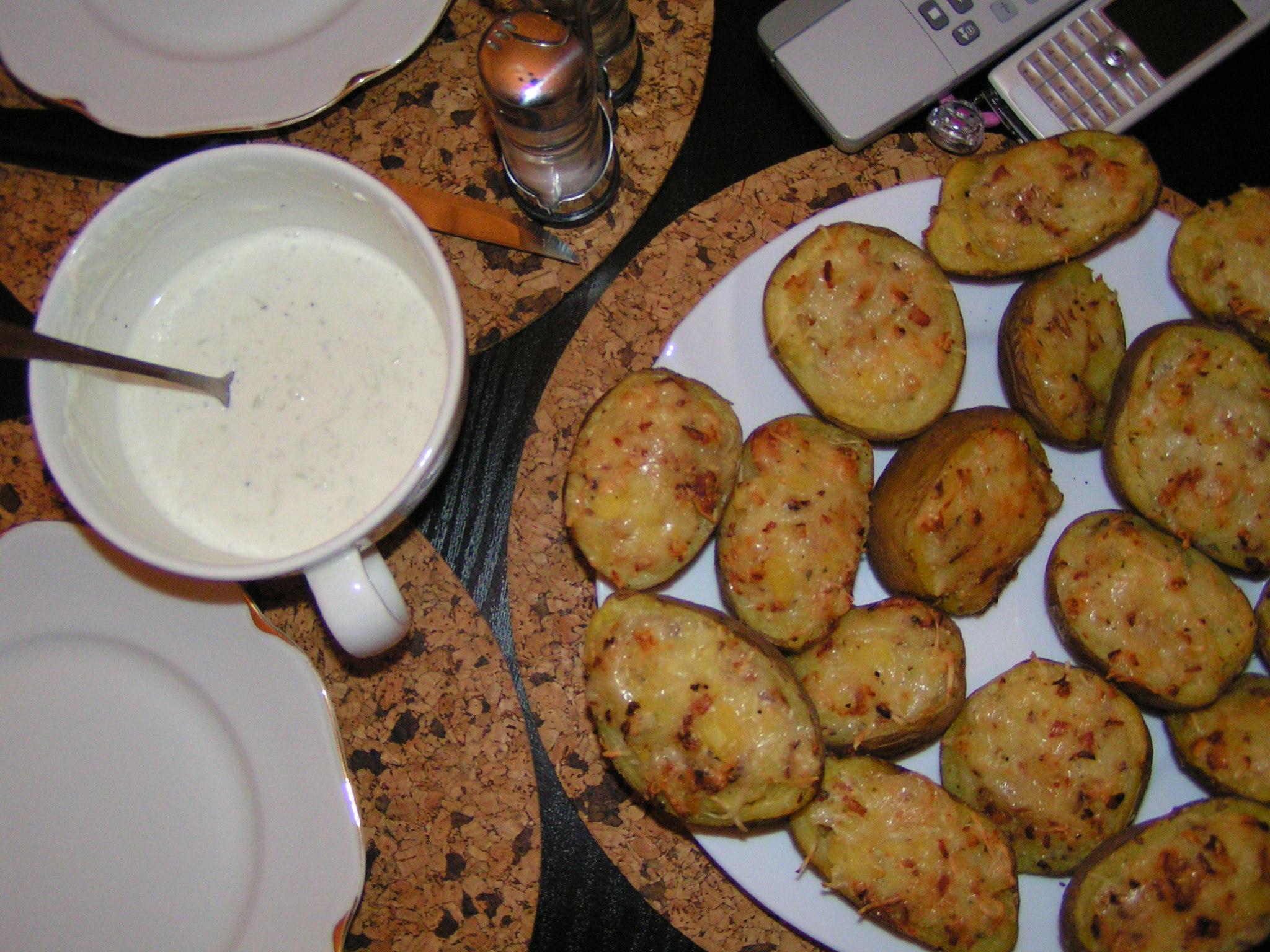 Plněné brambory se salámem