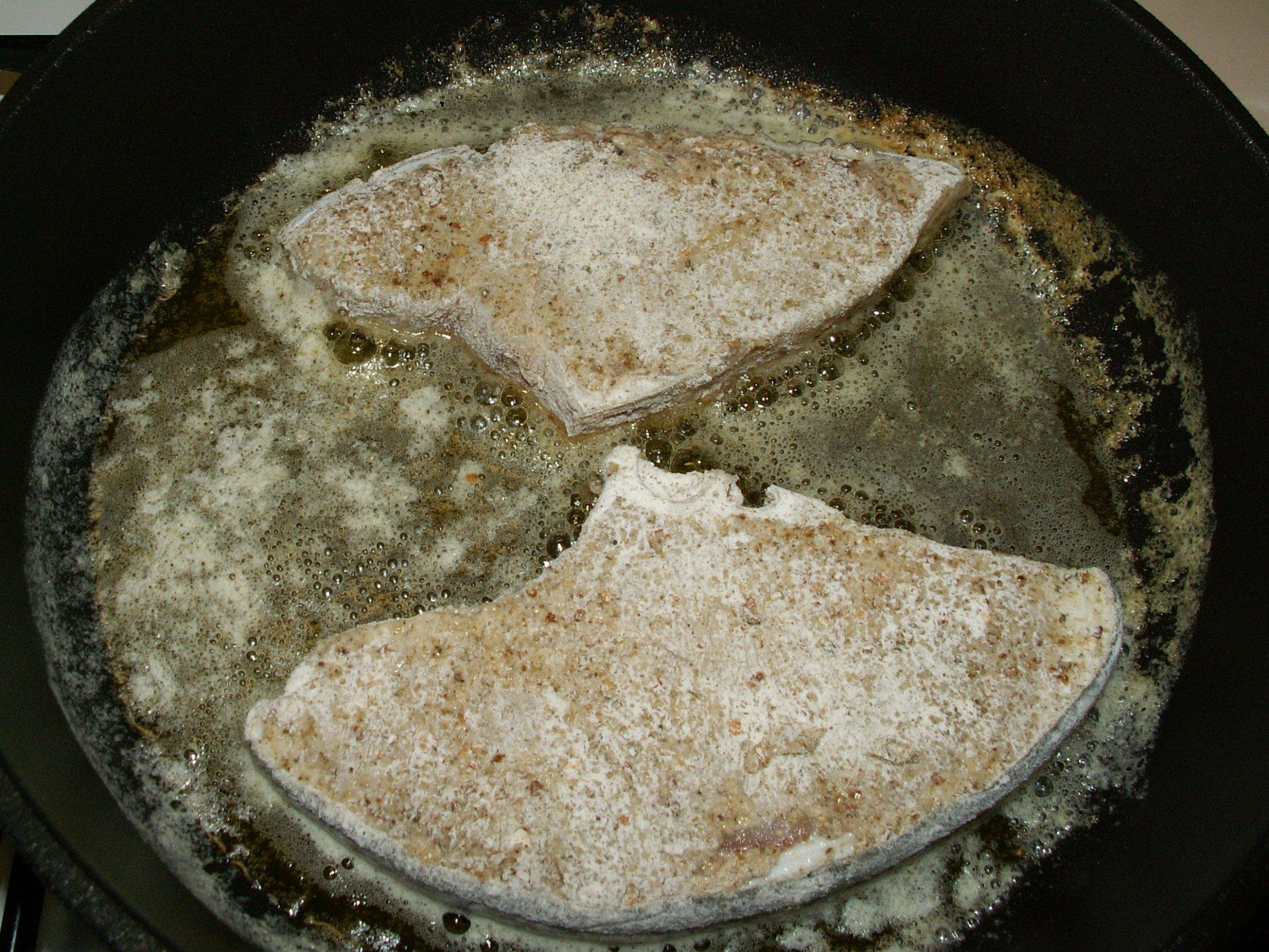 Recept Pečený žralok - Žralok vložený do másla na pánev.