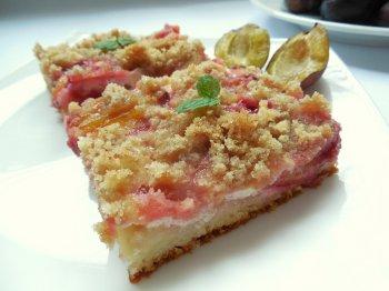 Kynutý švěstkový koláč