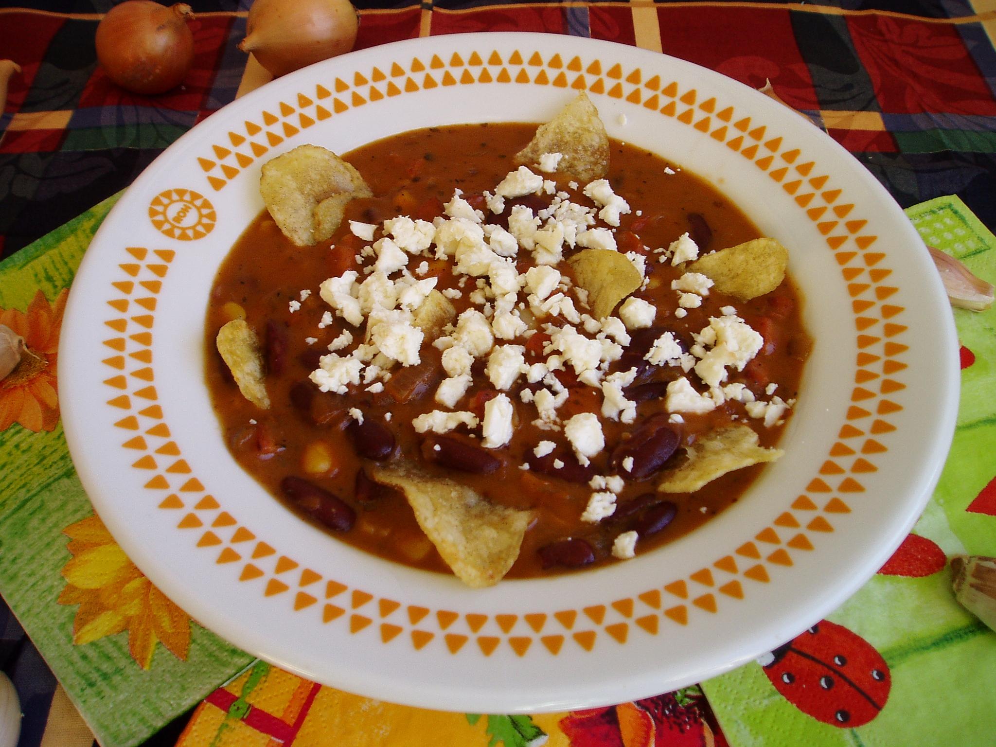 Fazolová polévka s nachos