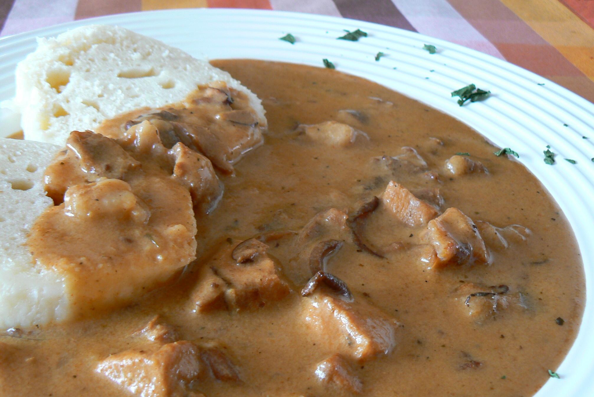 Fotografie receptu: Guláš z králíka na houbách