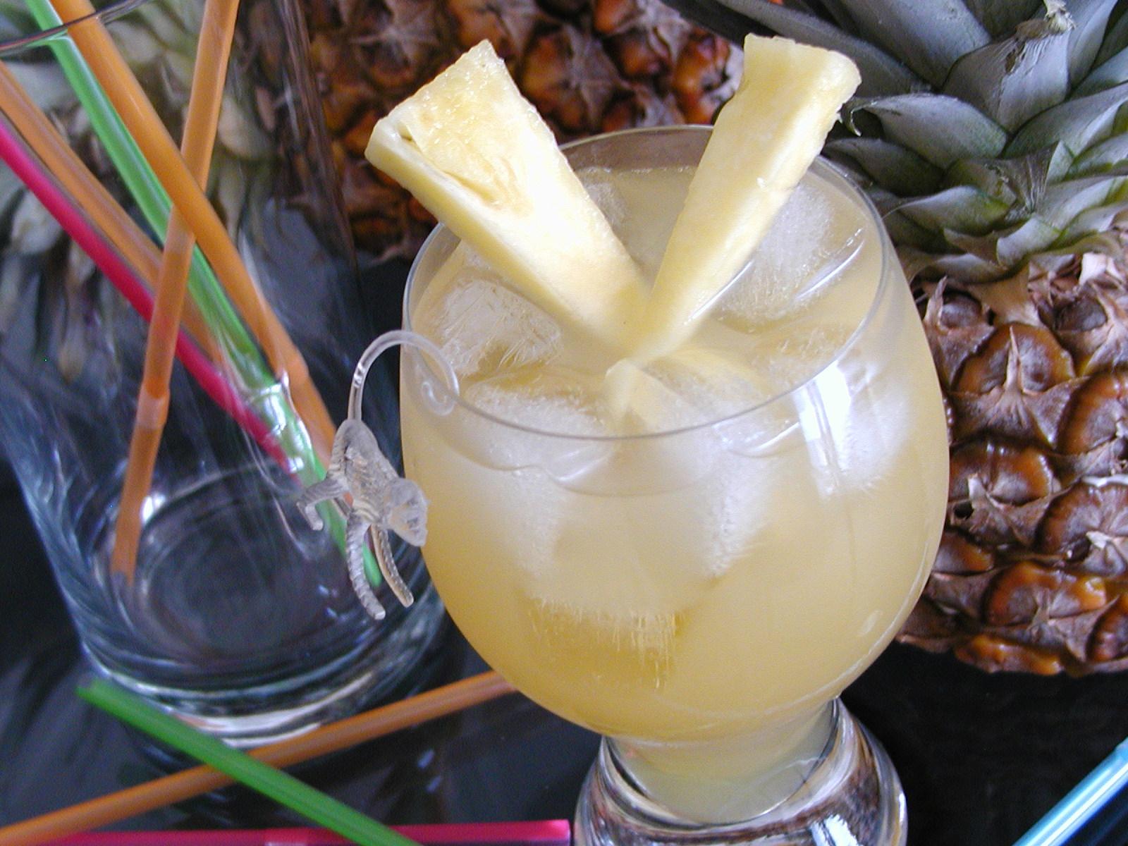 Ananasový ledový nápoj