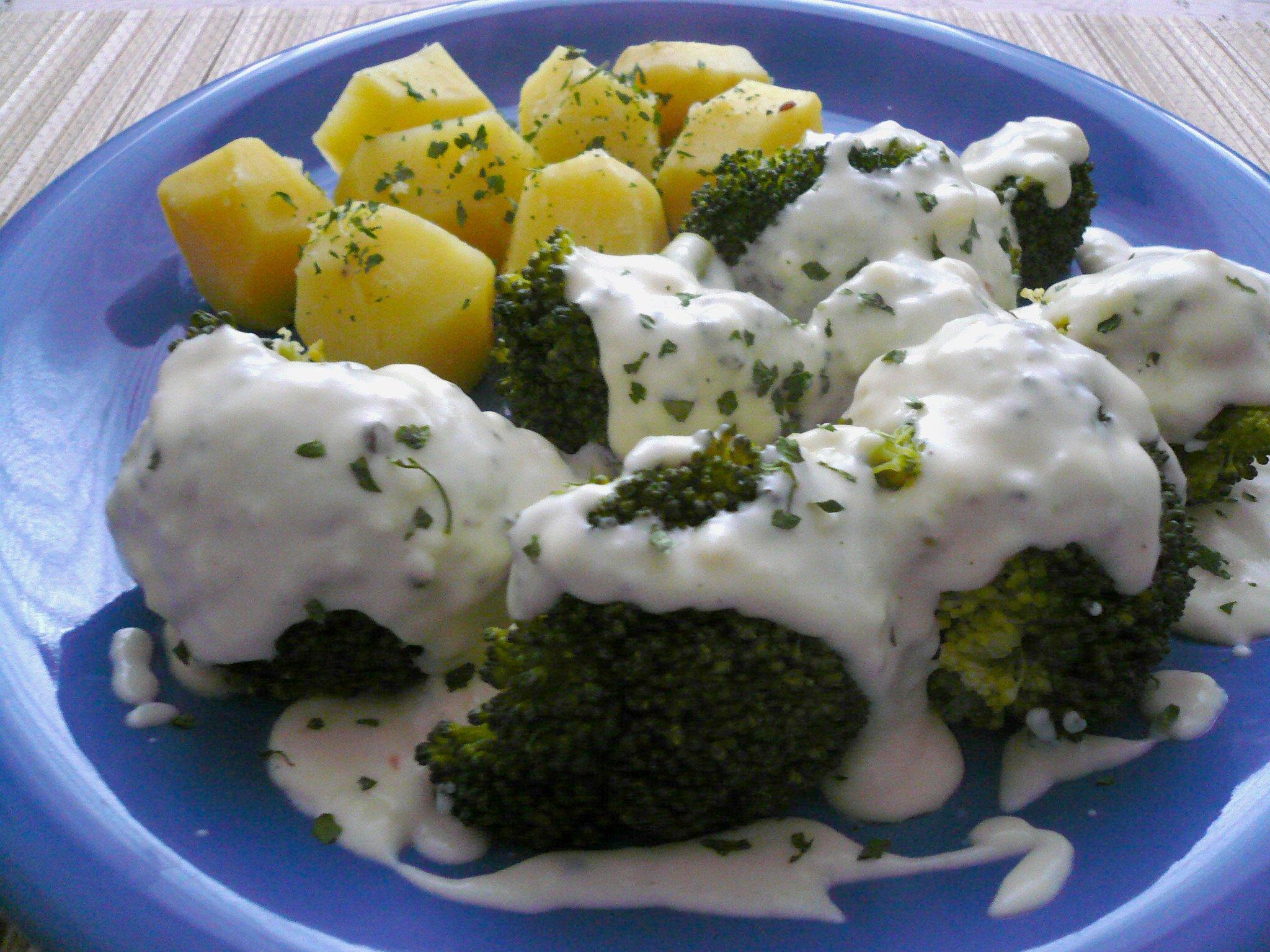 Brokolice se sýrovou omáčkou