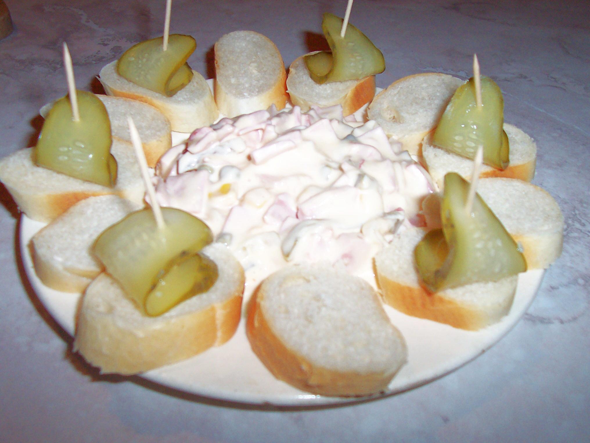 Barevný salát s majonézou