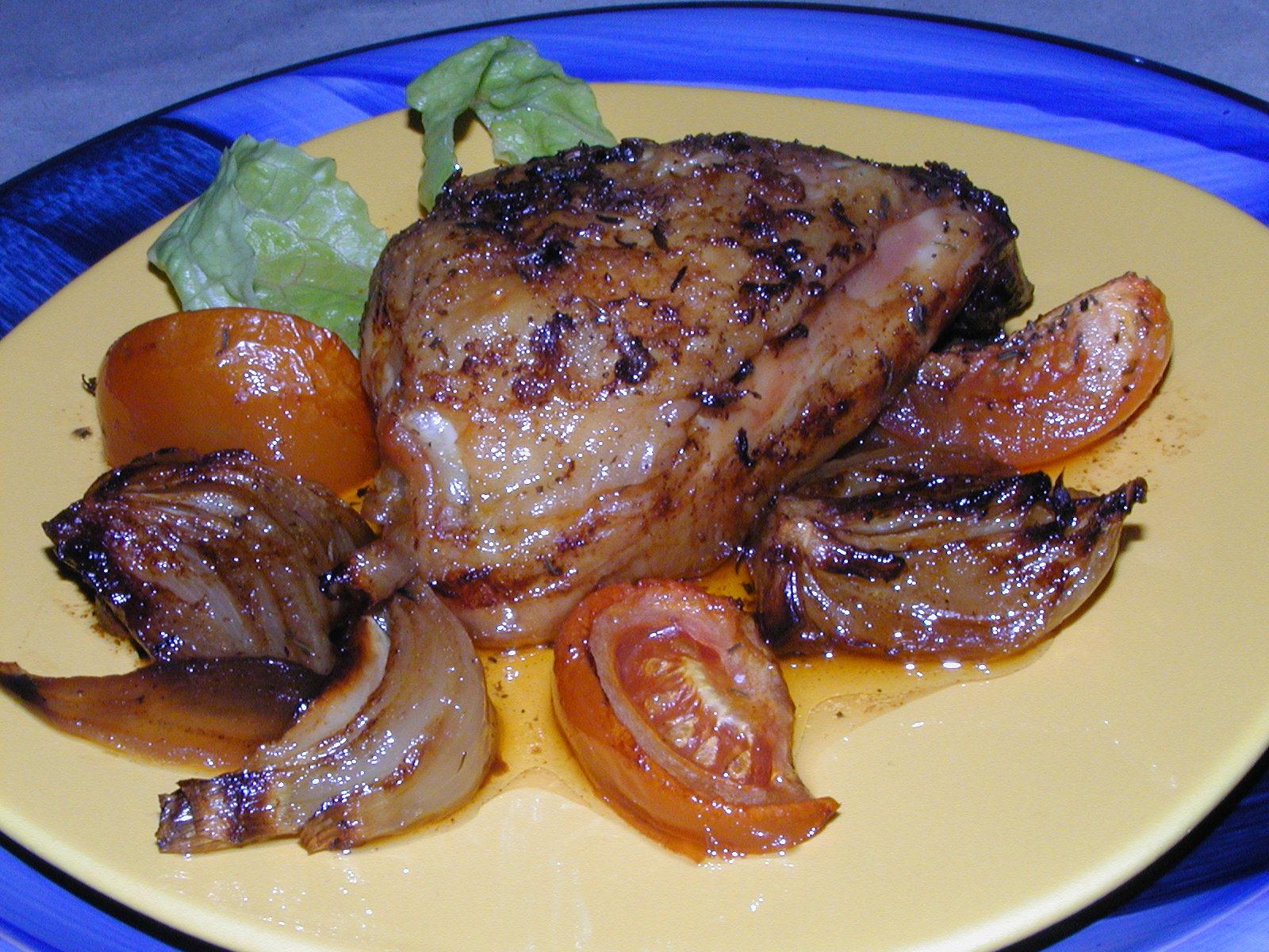 Kuře na cibuli a rajčatech