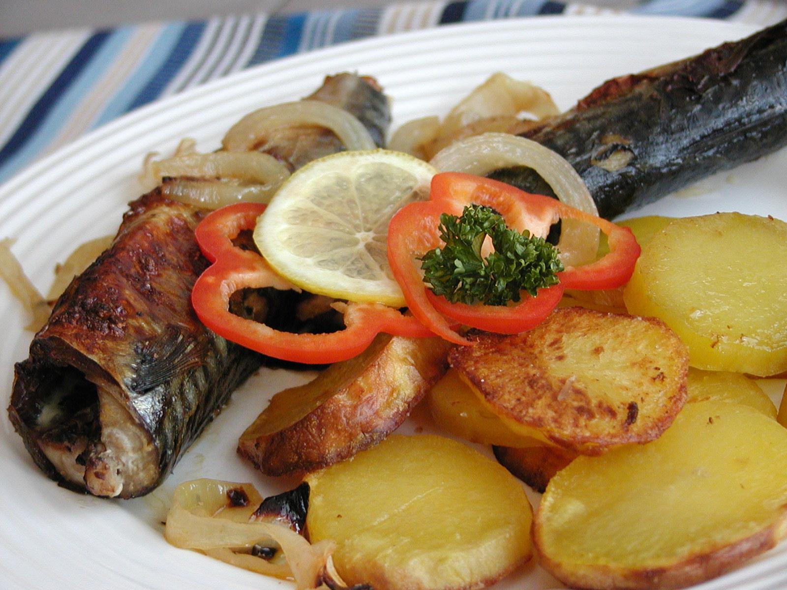 Makrely pečené na cibuli