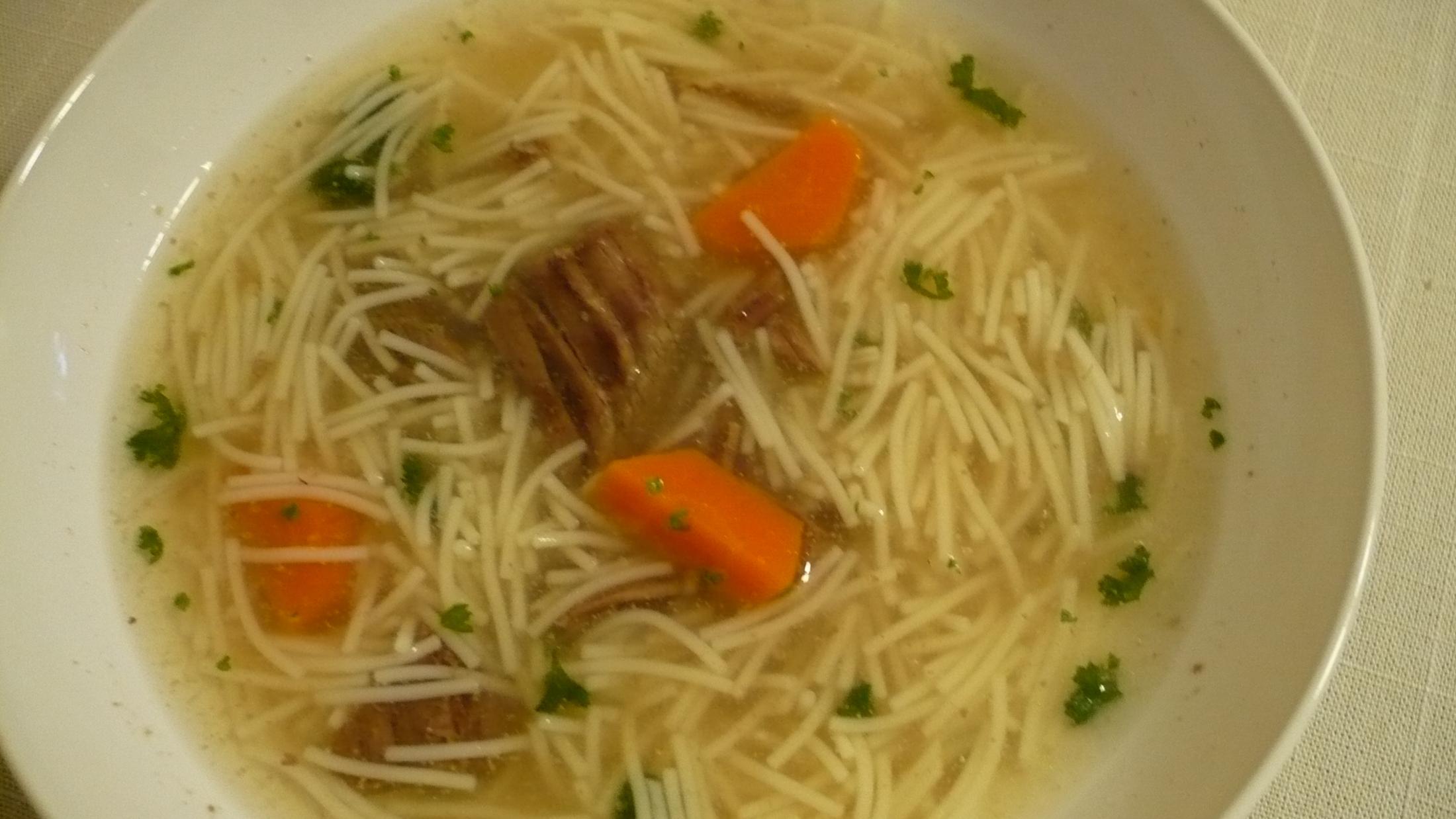 Poctivá hovězí polévka s nudličkami