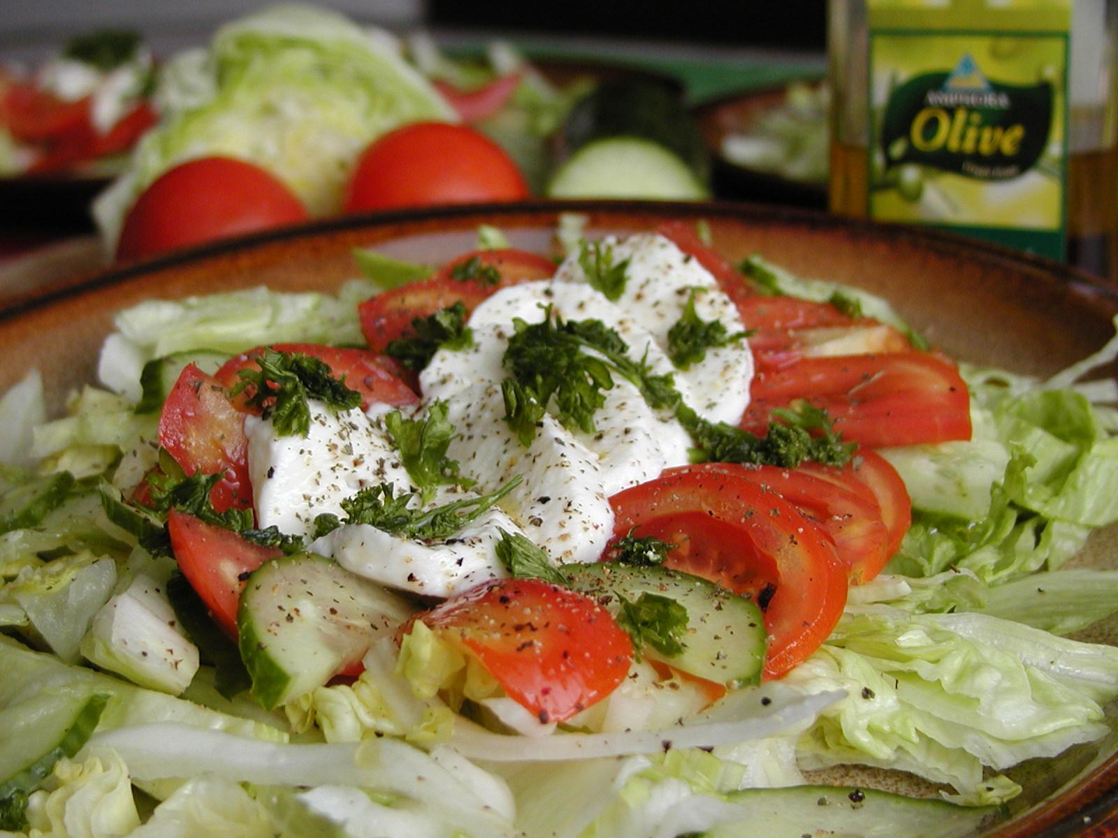 Salát s mozzarelou