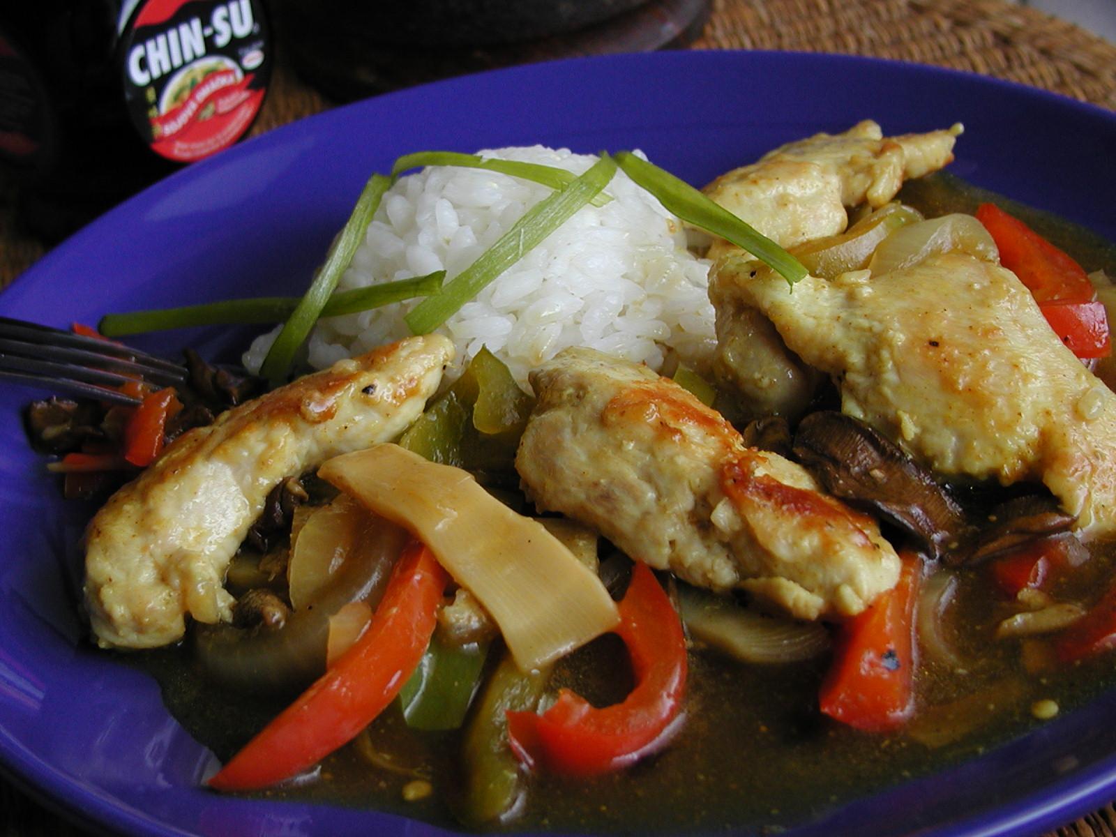 Fotografie receptu: Kuřecí plátky se zeleninou a bambusem