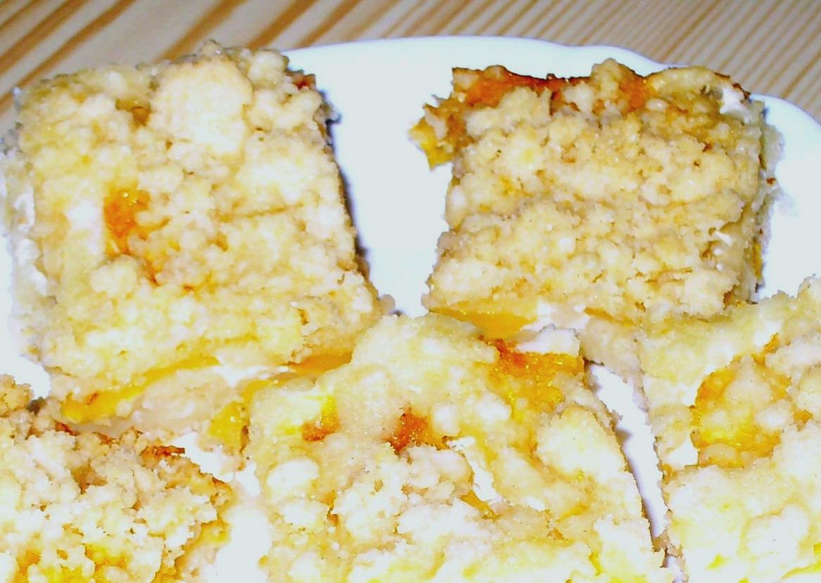 Fotografie receptu: Drobenkový koláč s ovocem