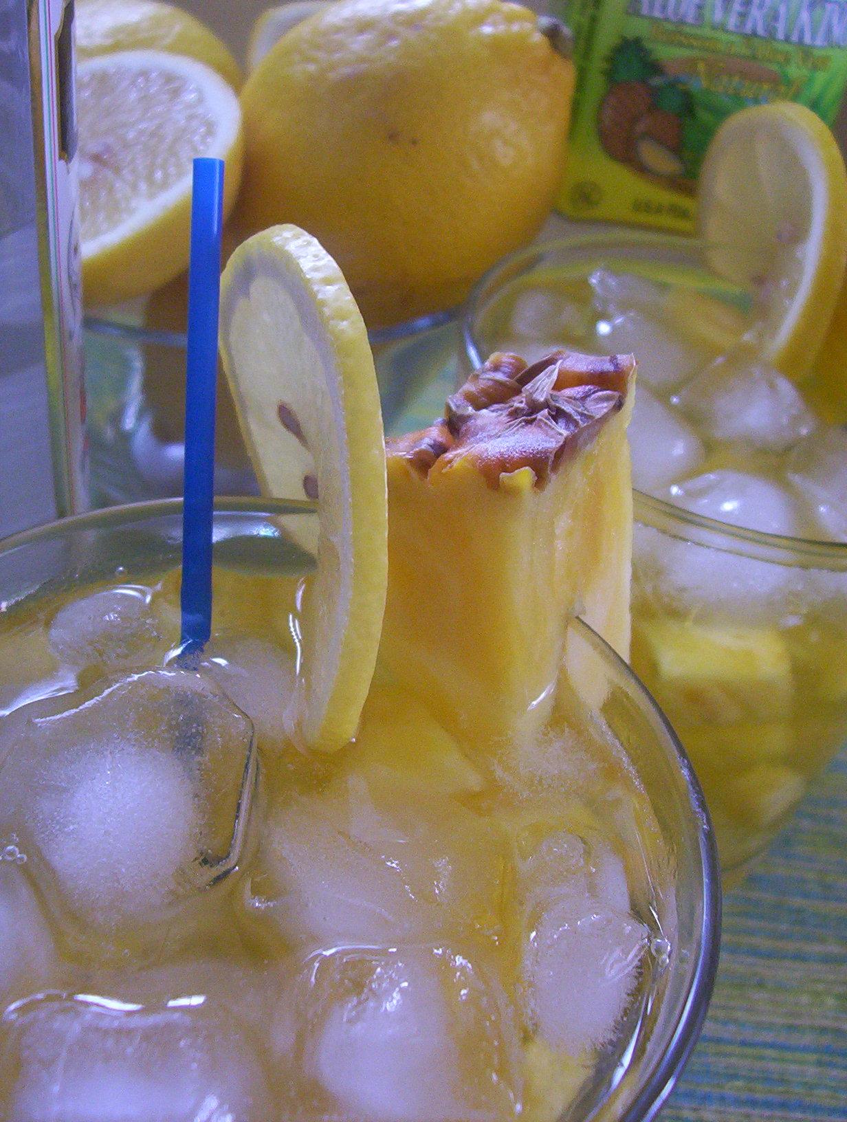 Ananasový drink s aloe