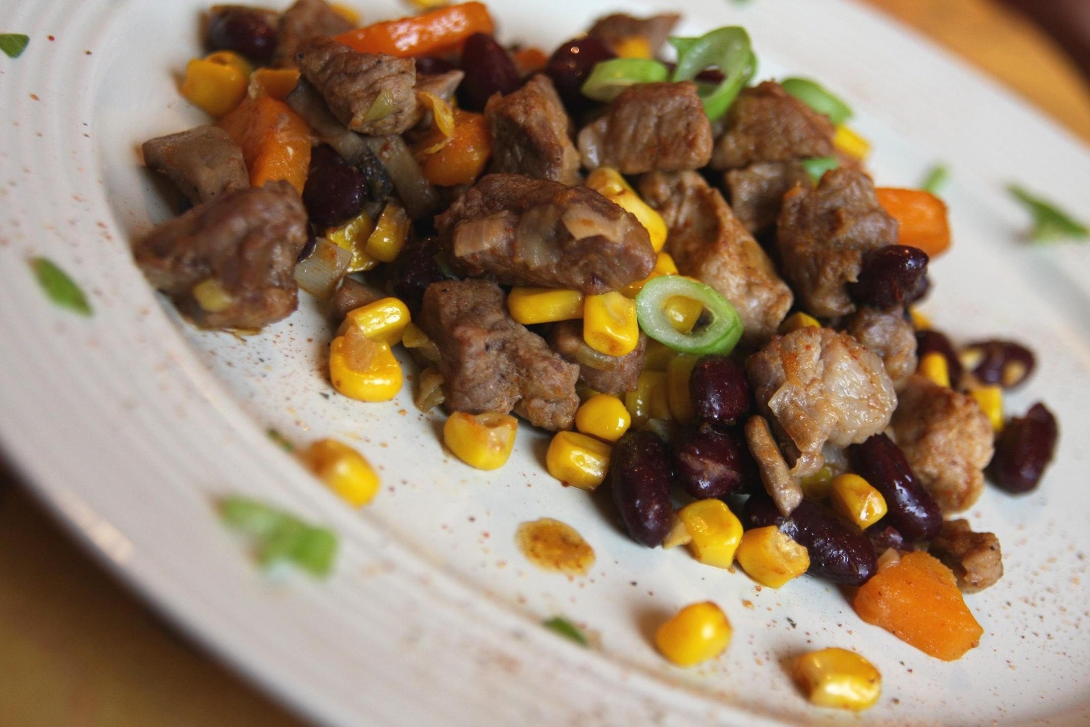 Nudličky z krkovice na zelenině