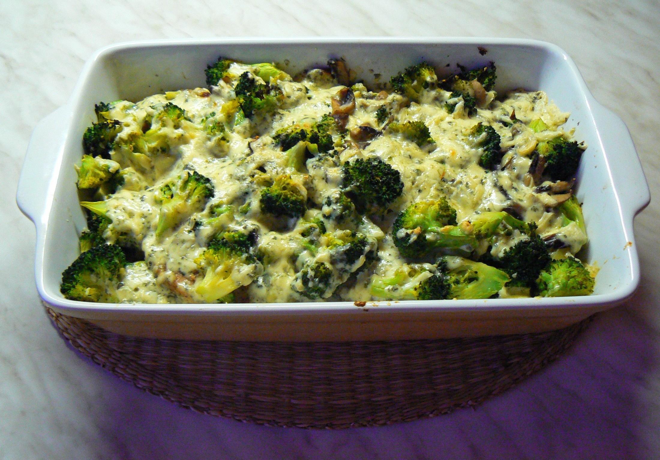 Kotlety zapečené s brokolicí a nivou