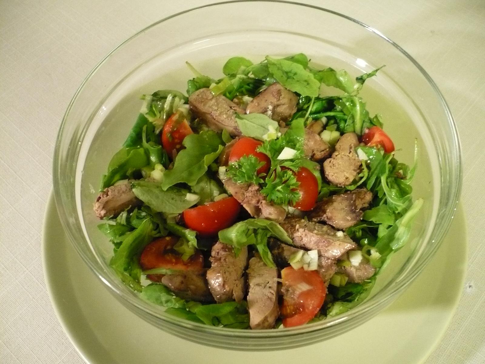 Fotografie receptu: Salát  z polníčku a rukoly s kuřecími játry