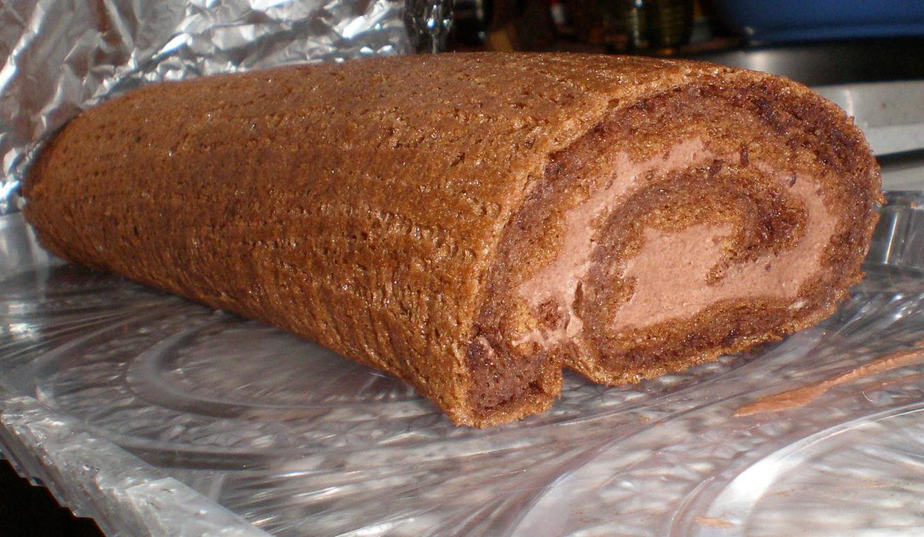 Šlehačková kakaová roláda