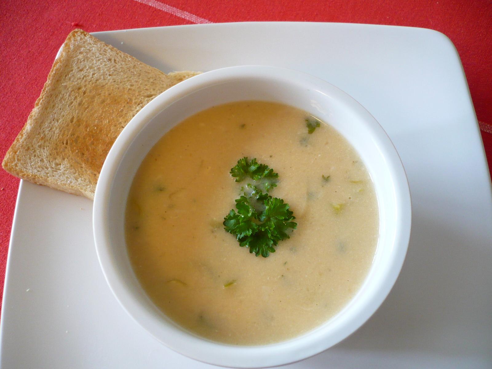 Bramborová polévka po francouzsku