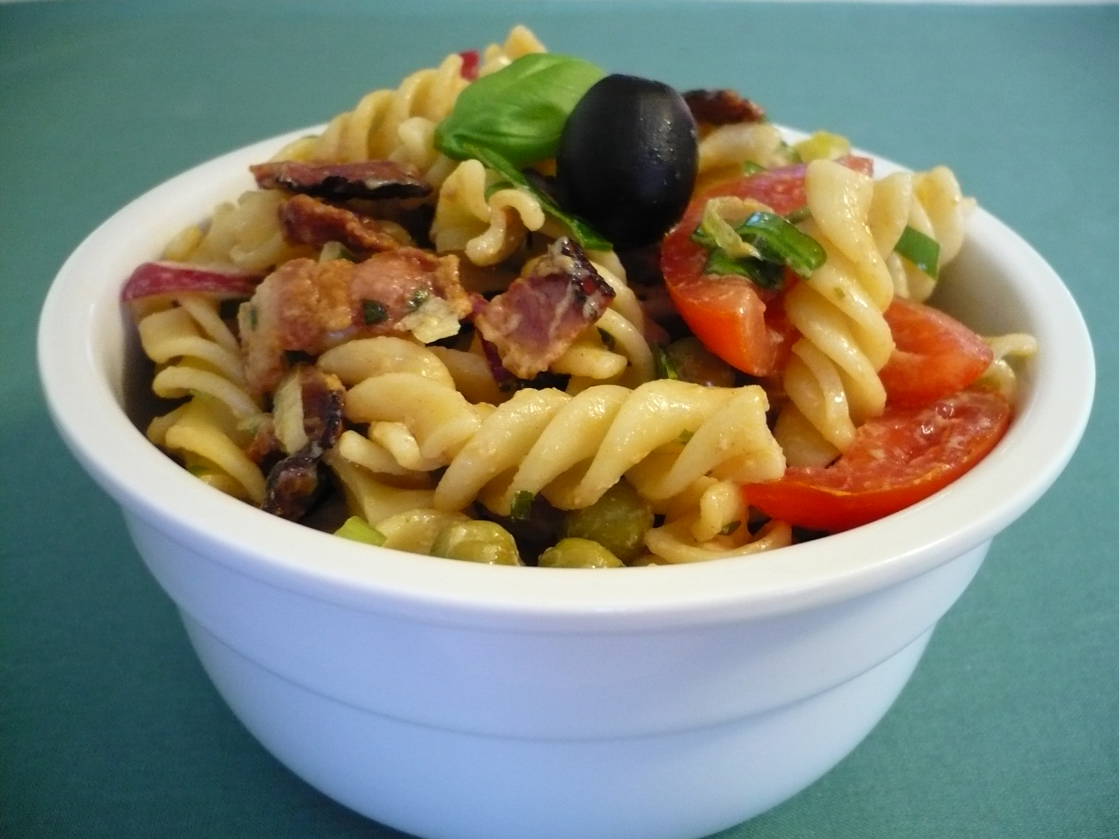 Fotografie receptu: Pikantní těstovinový salát
