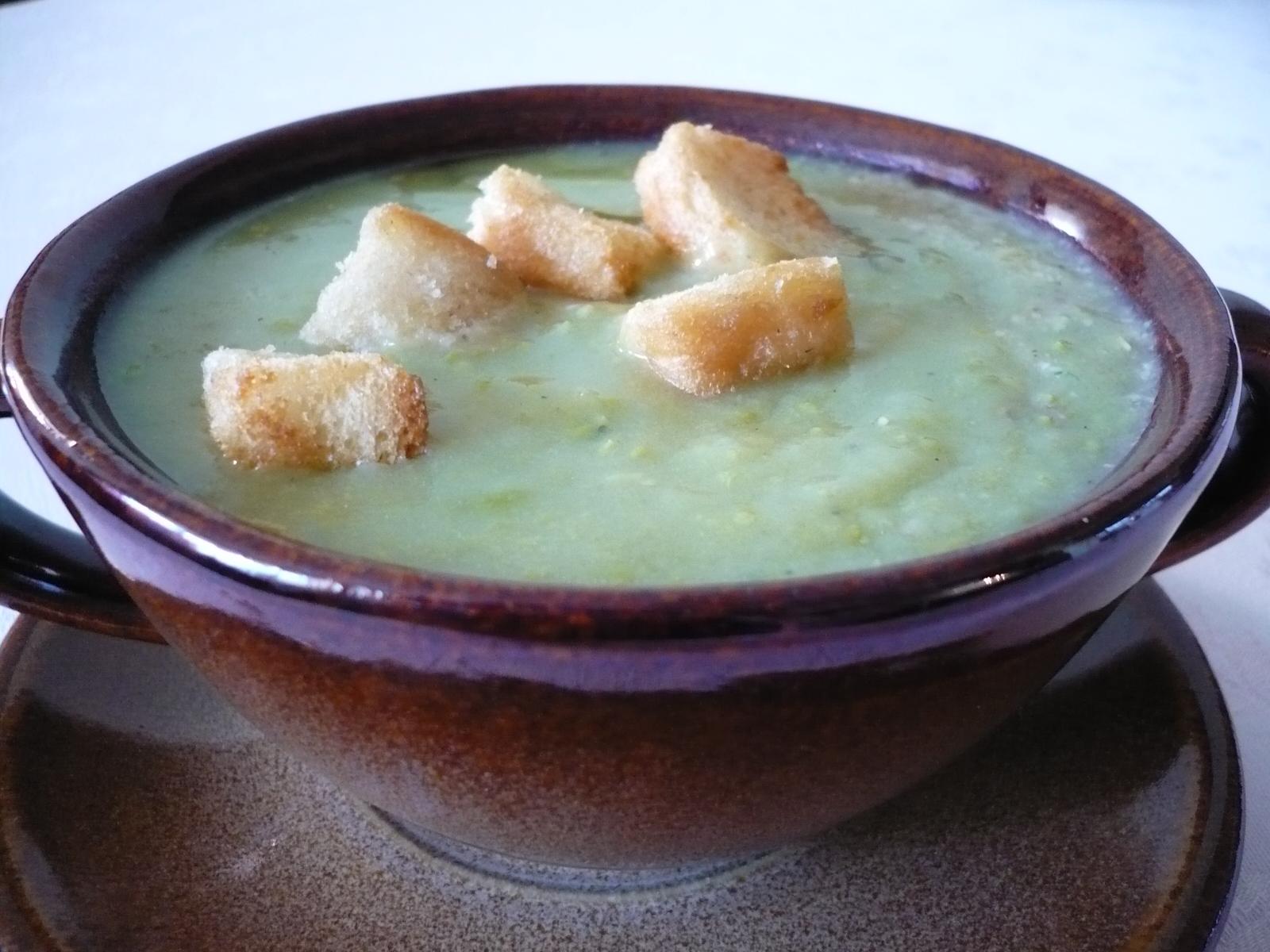 Krémová hrášková polévka s pestem