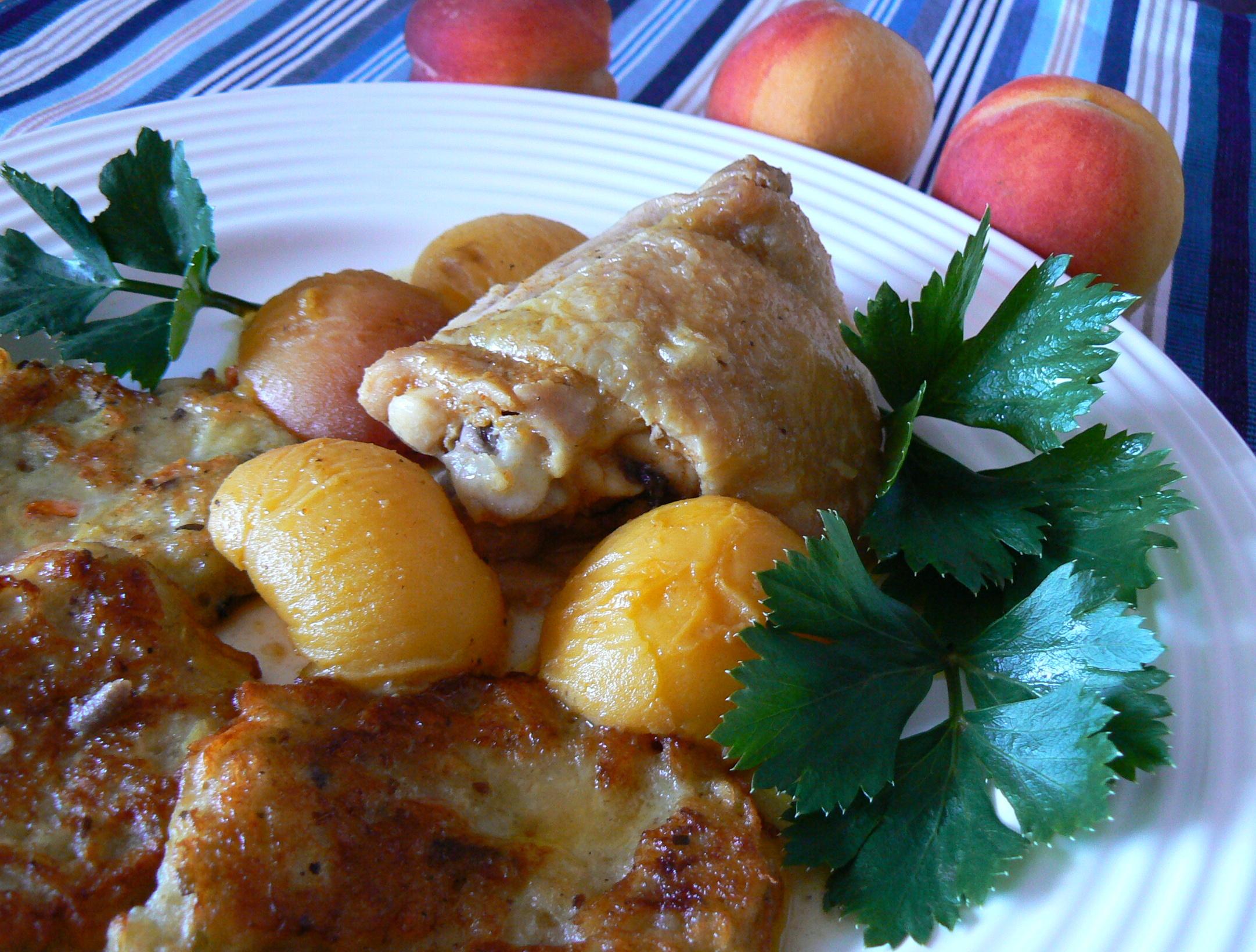 Kuře na broskvích