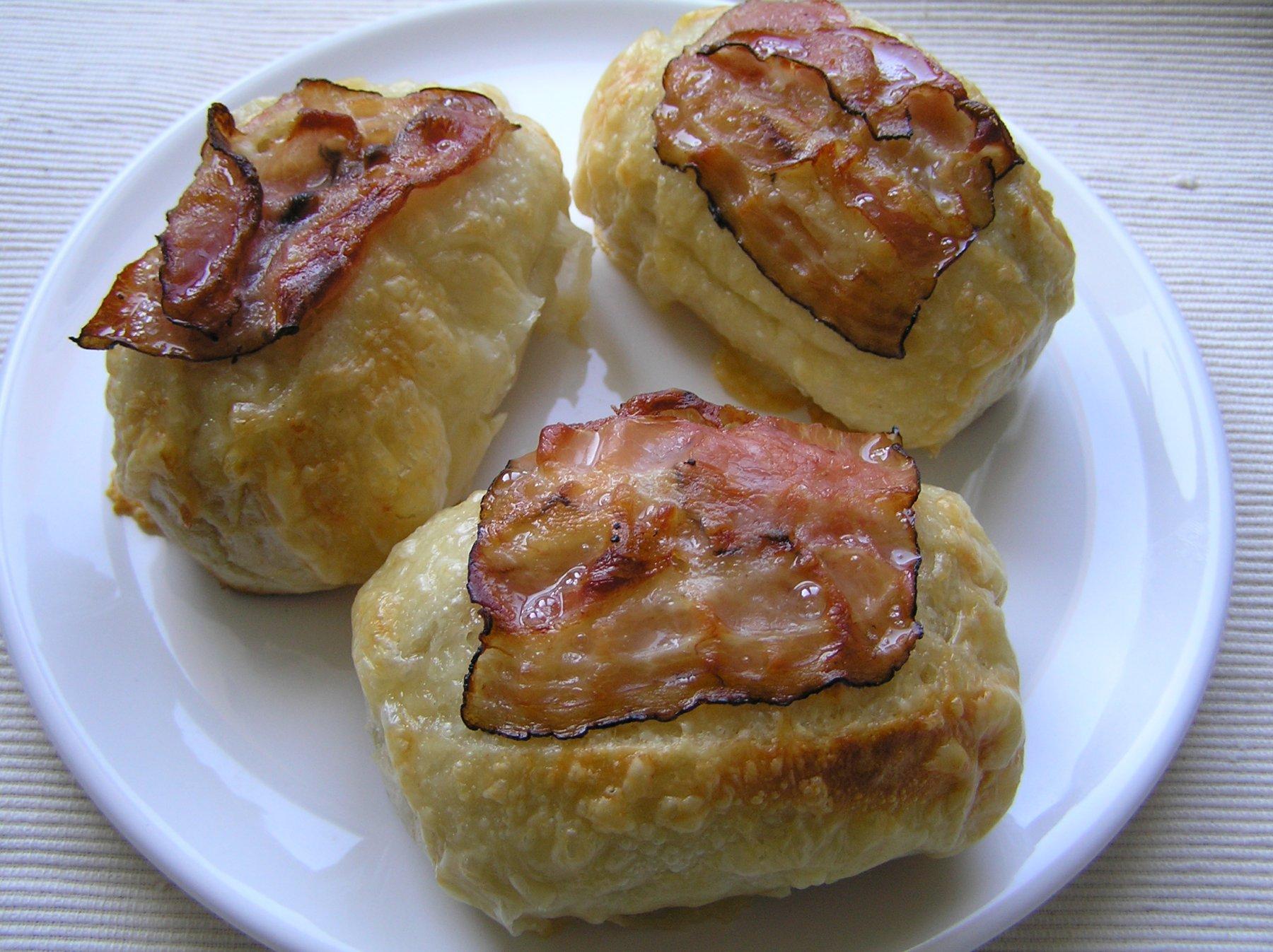 Rozpeky se sýrem a slaninou