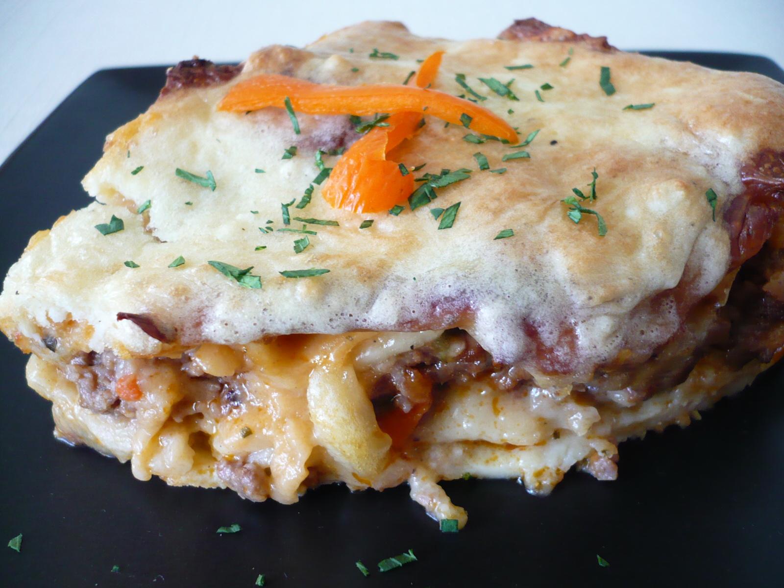 Masové lasagne se sýrovo-smetanovou omáčkou