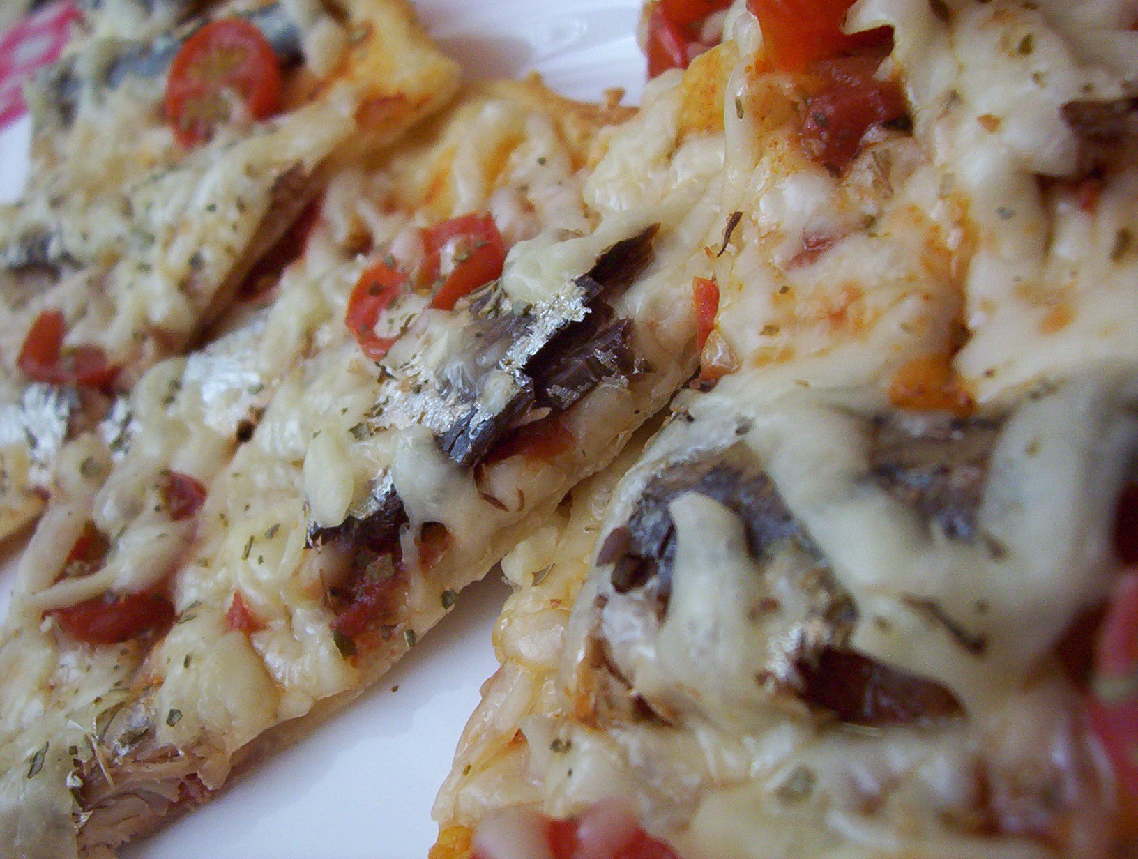 Pizza s rybičkami a sýrem
