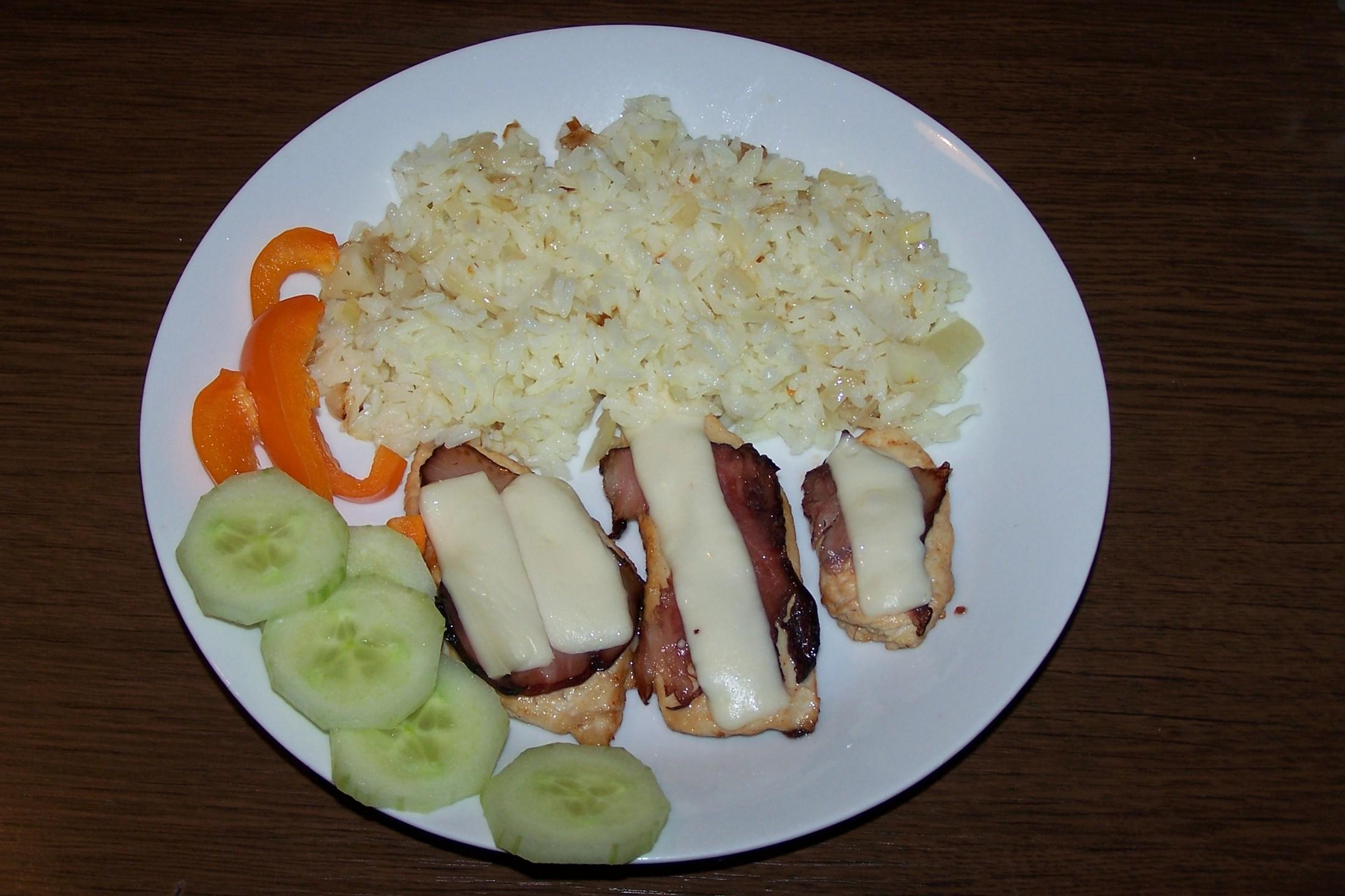 Kuřecí plátky se slaninou a sýrem