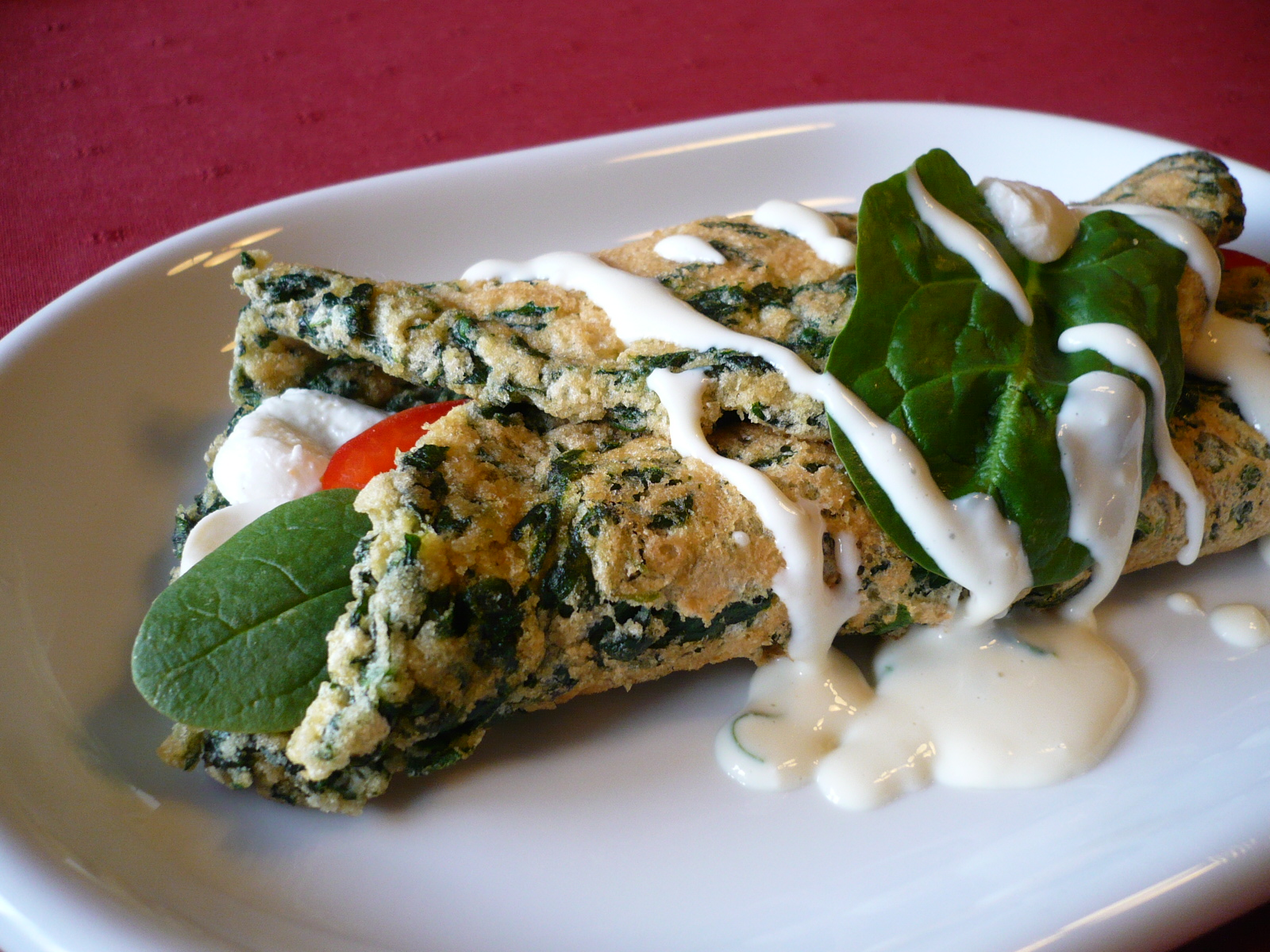 Špenátová omeleta s omáčkou