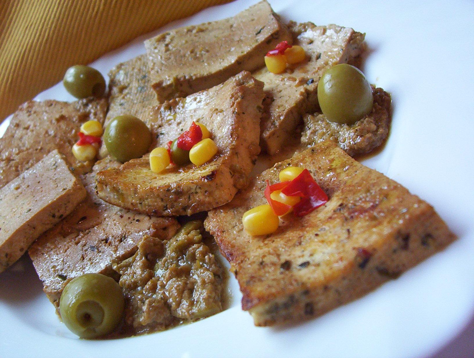 Bylinkové tofu v olivové marinádě