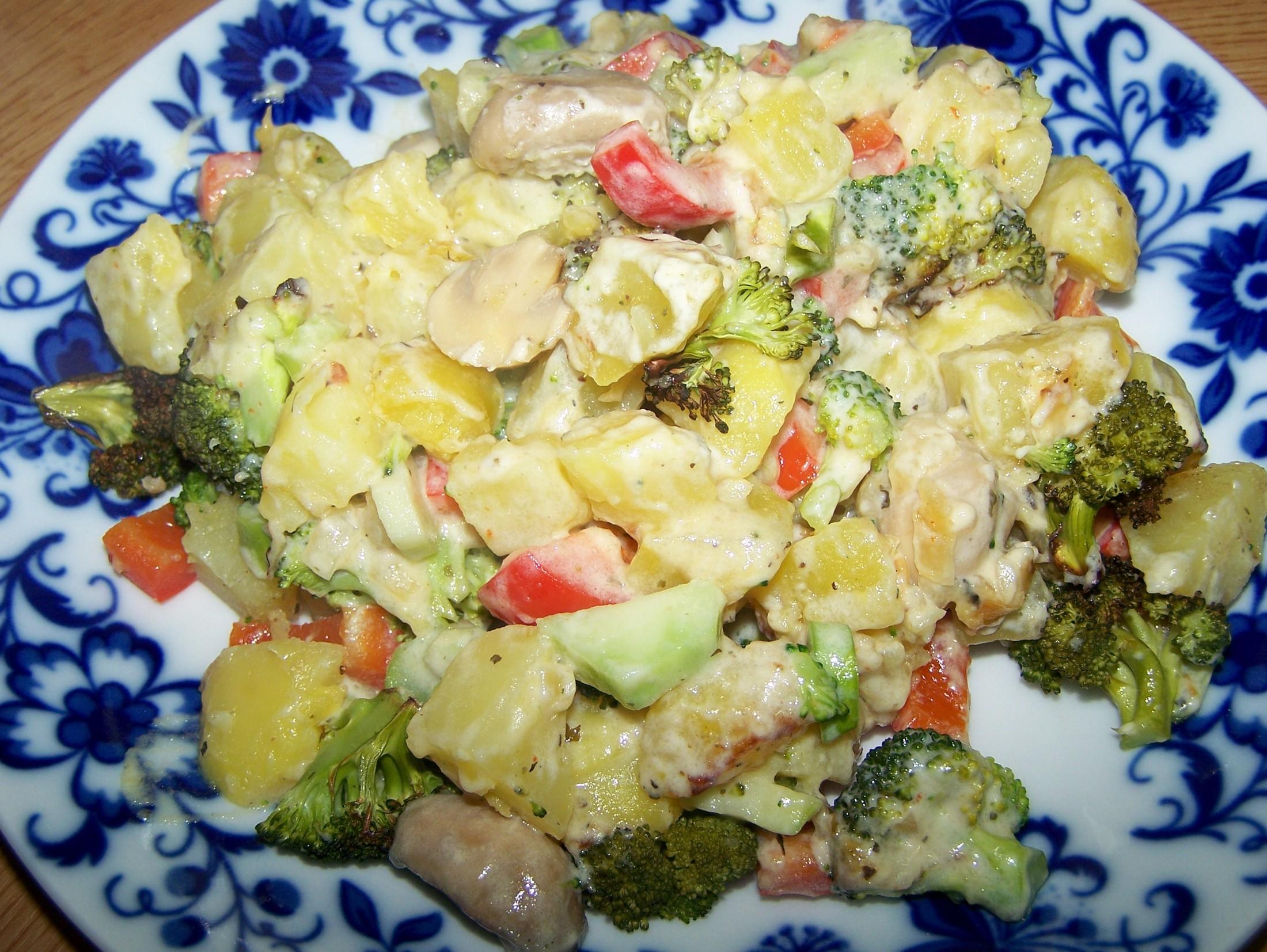 Brambory zapečené s brokolicí a sýrovou omáčkou