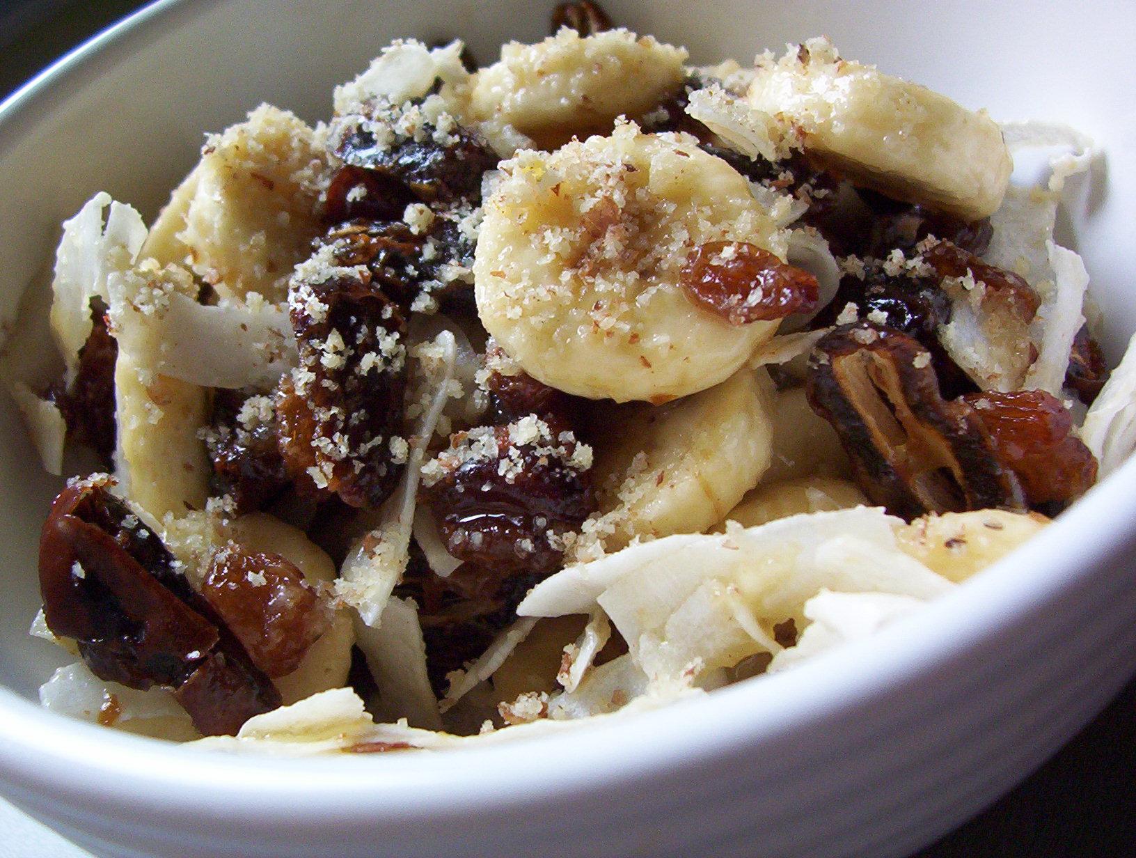 Banánový salát se sušeným ovocem
