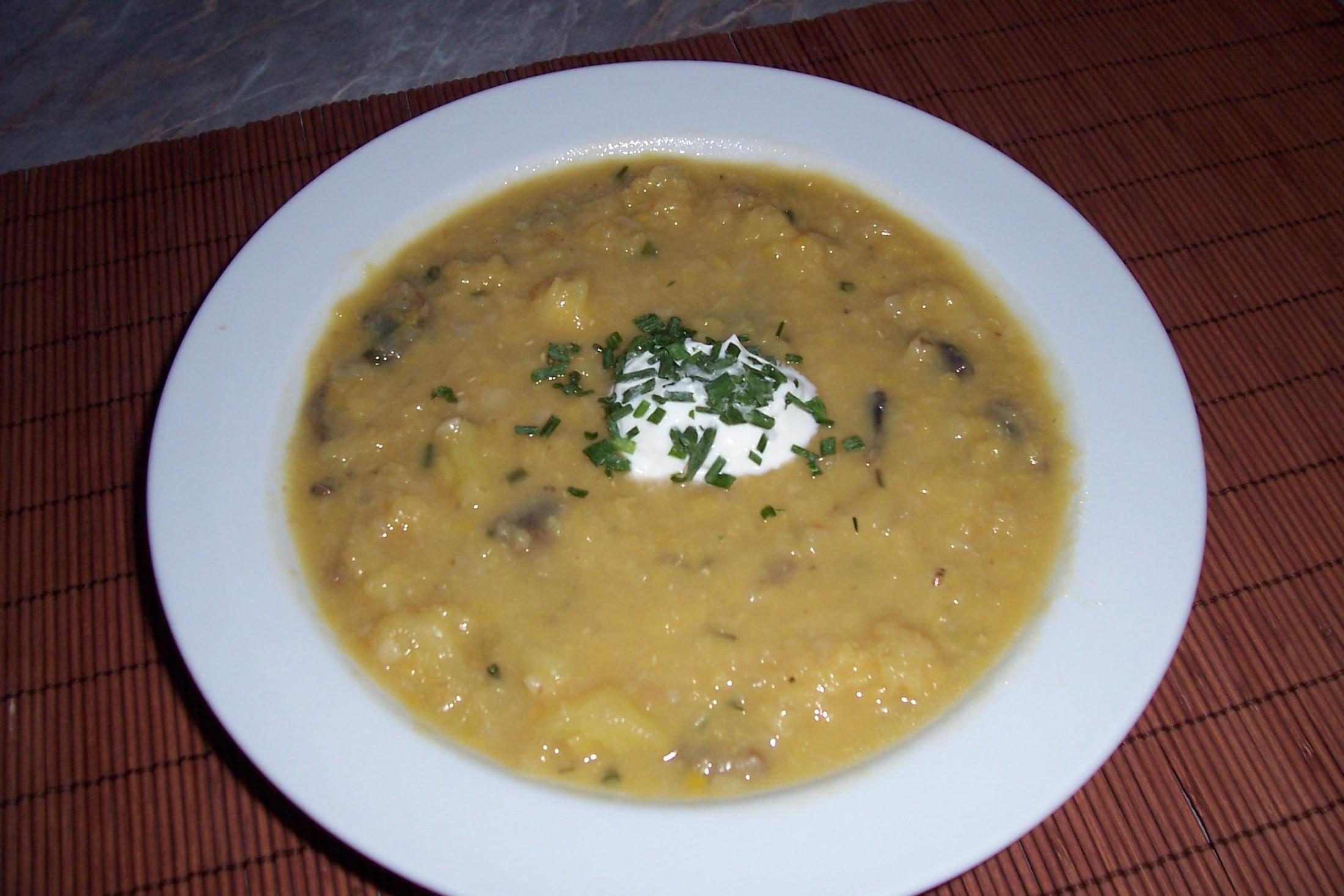 Rychlá polévka z červené čočky
