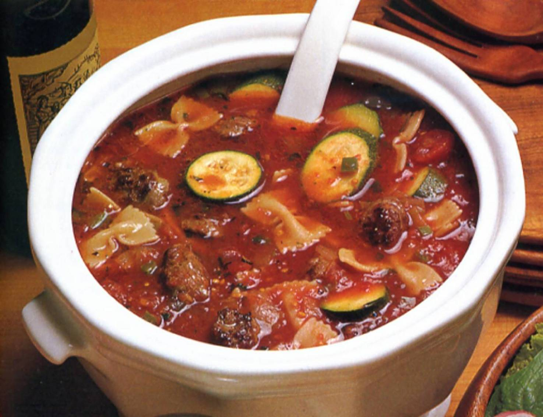 Fotografie receptu: Italská polévka s cuketou a klobásou